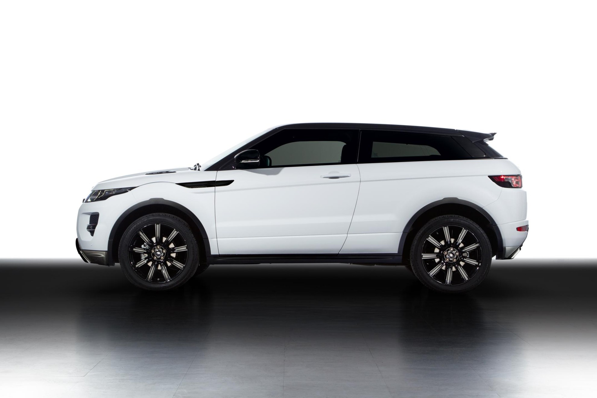 Land Rover Range Evoque At The Geneva Motor Show 2013 White