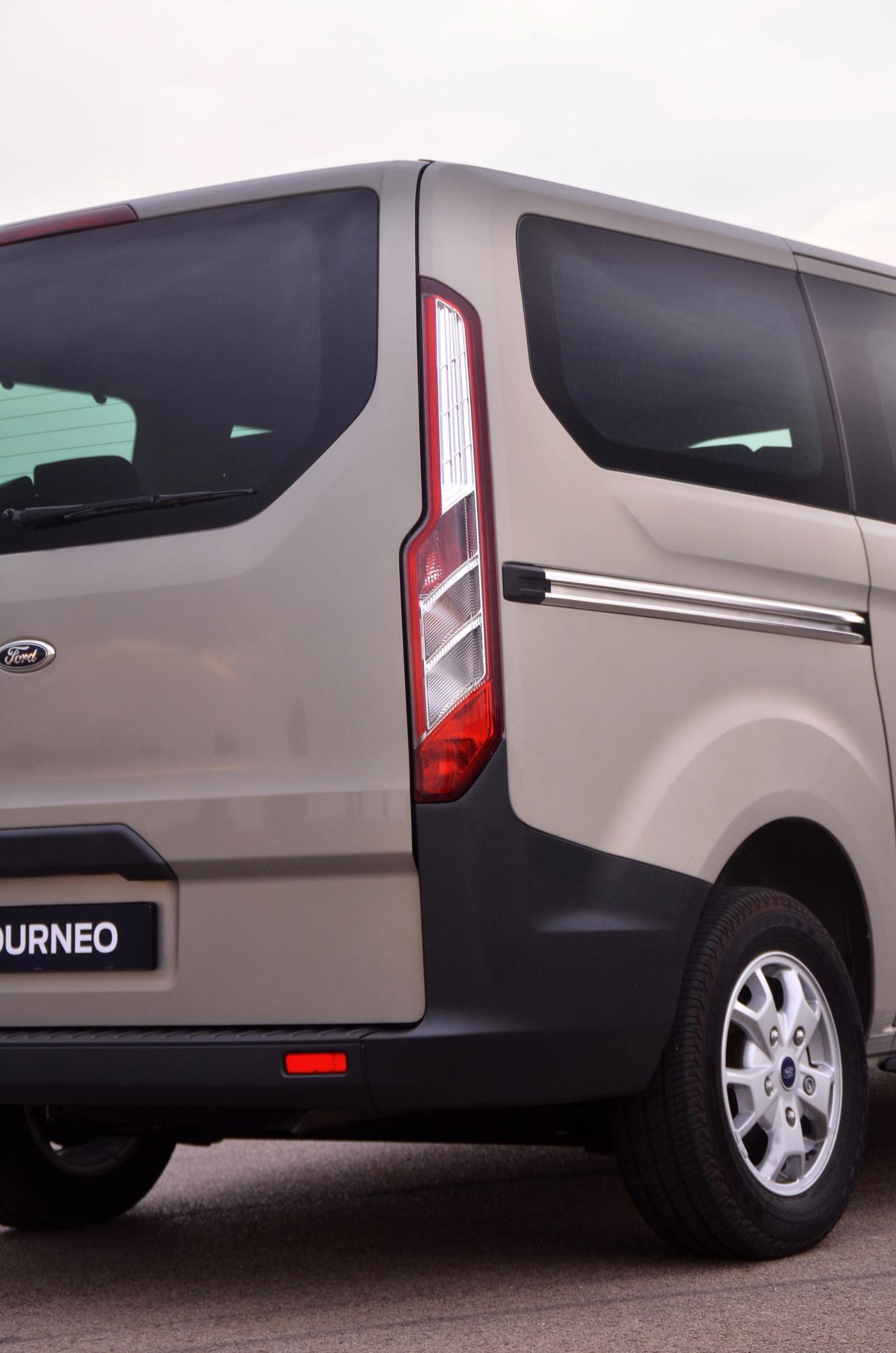 Ford Tourneo 2013 Rear Lights