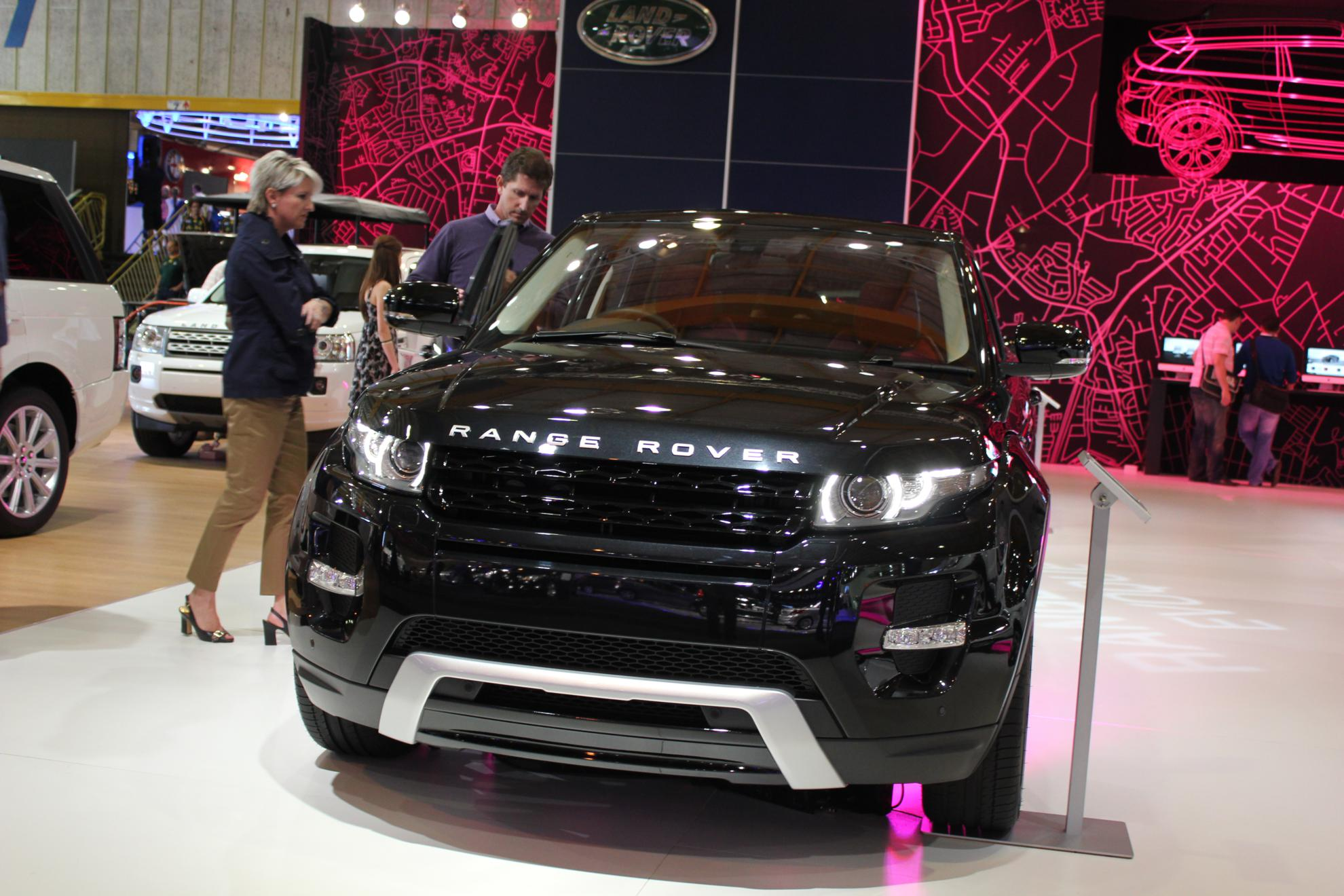 Black Range Rover Evoque