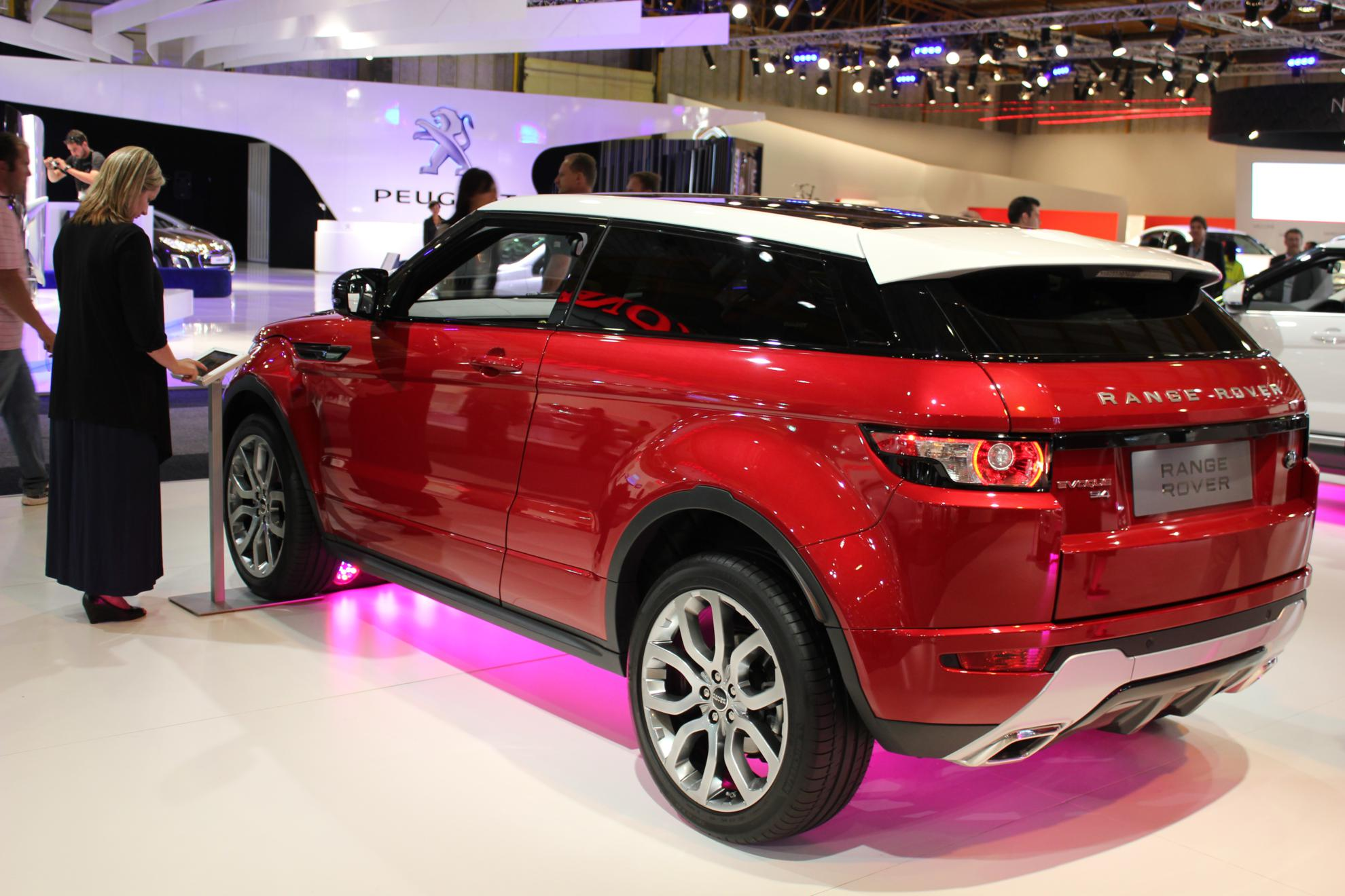 Red Range Rover Evoque