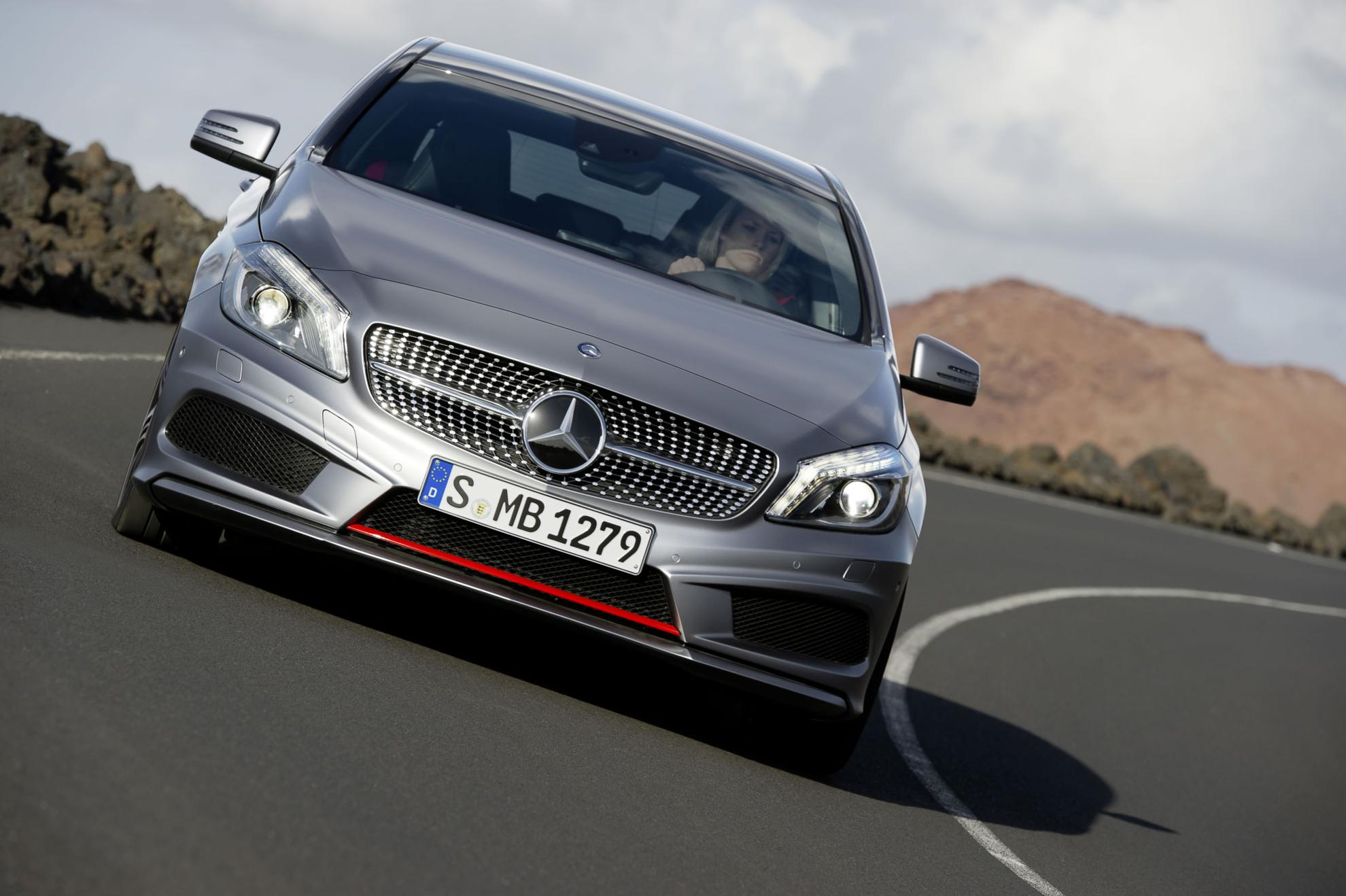 Front Image: Mercedes Benz Diamond Grill