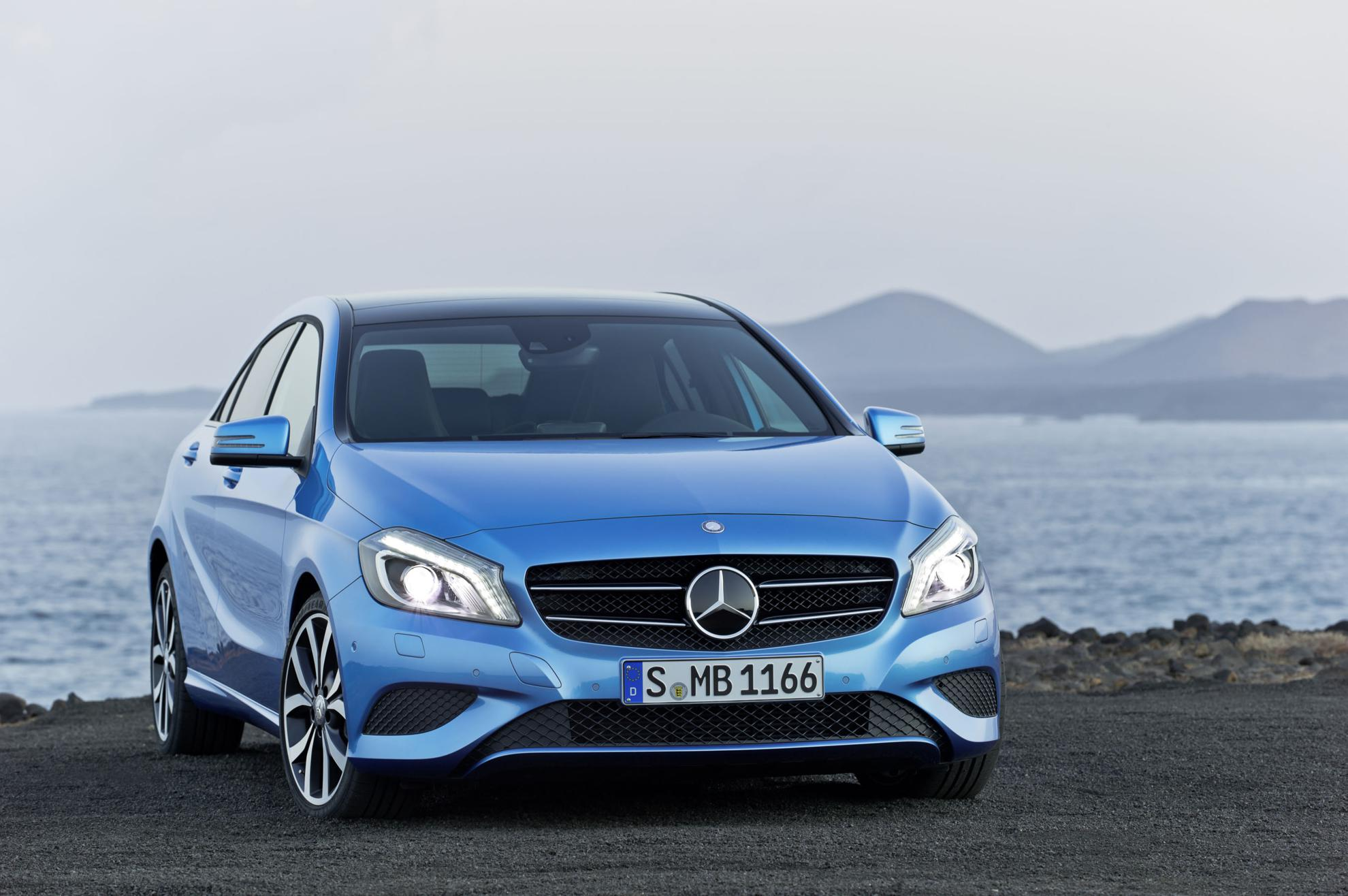 3d car shows blue mercedes benz a class 2013. Black Bedroom Furniture Sets. Home Design Ideas