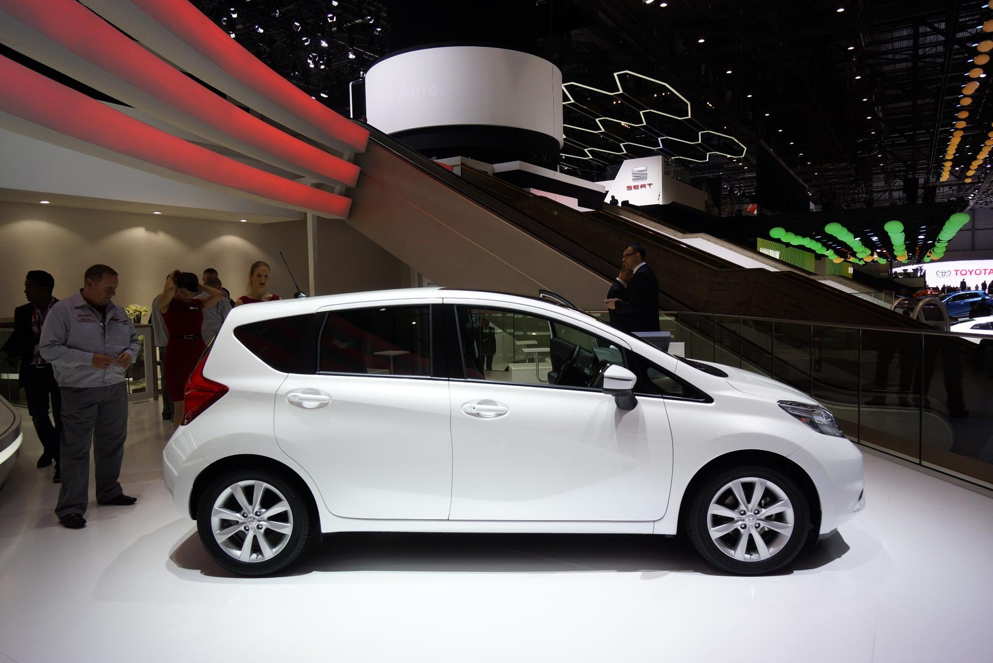 White Nissan Note