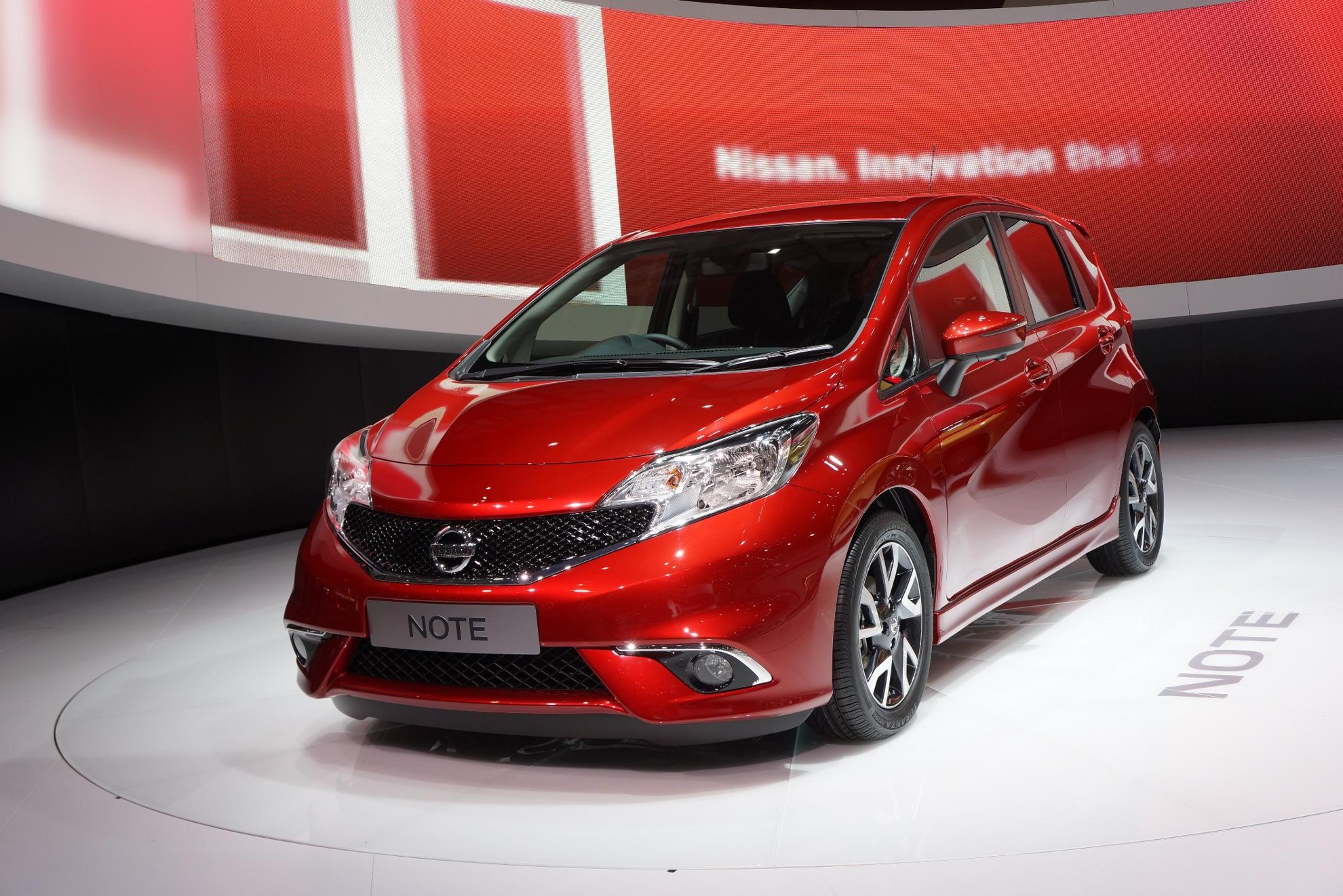 Red Nissan Note