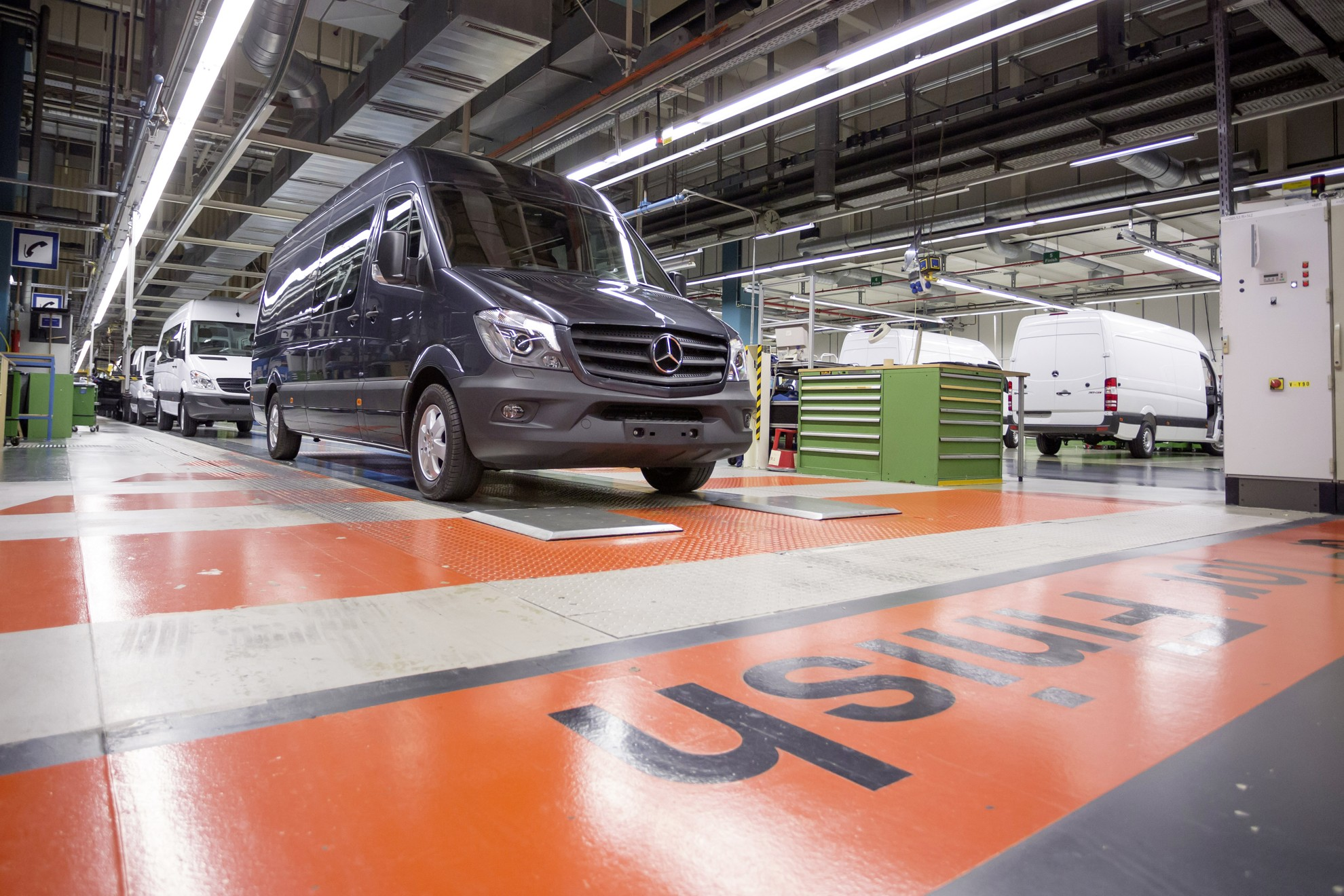 3d car shows mercedes benz sprinter production at the for Mercedes benz usa factory