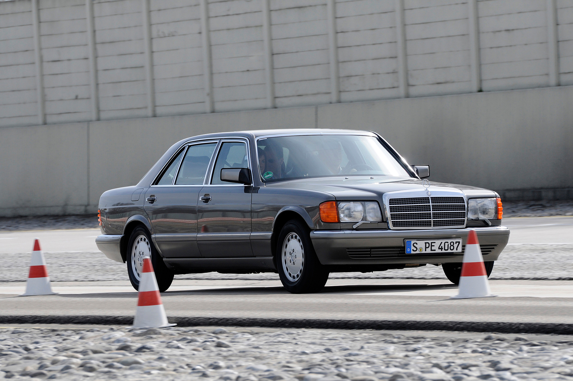 mercedes benz s class pioneer in vehicle safety. Cars Review. Best American Auto & Cars Review