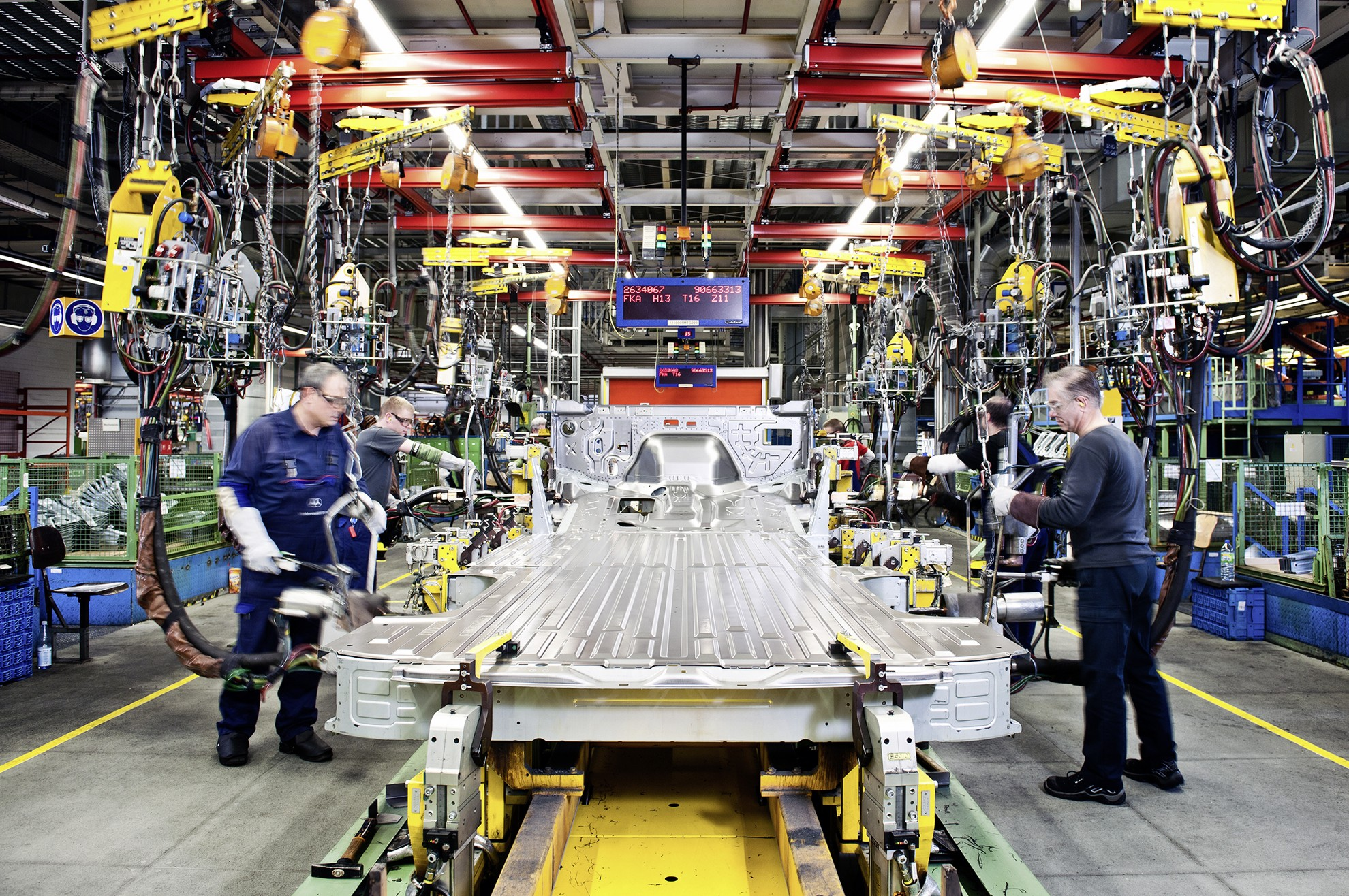 Front Doors Mercedes Benz Sprinter Production At The D 252 Sseldorf Factory