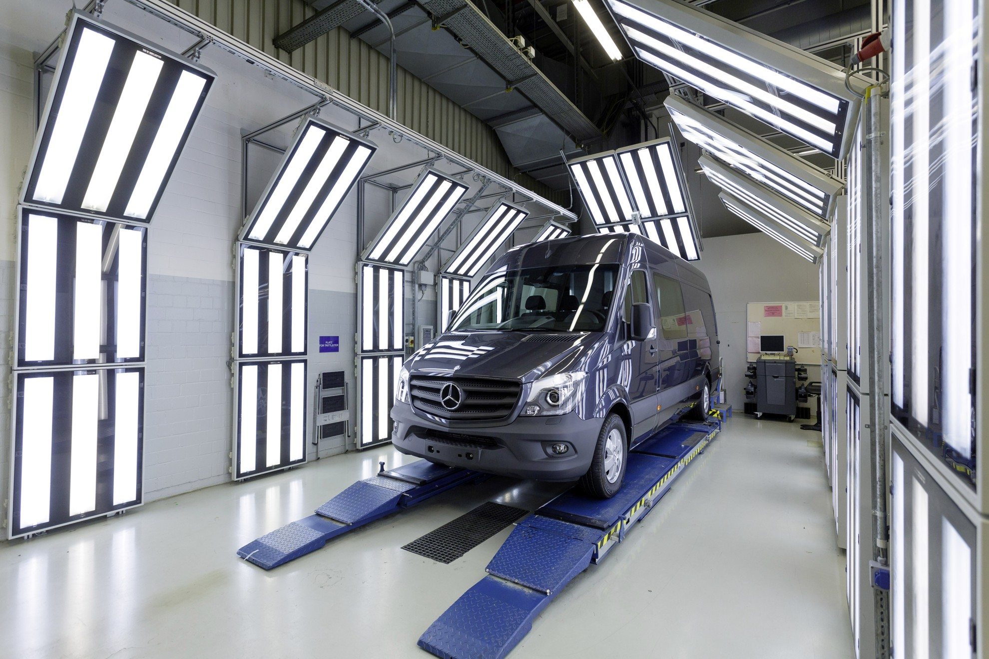 Mercedes benz sprinter production at the d sseldorf factory for Mercedes benz usa factory