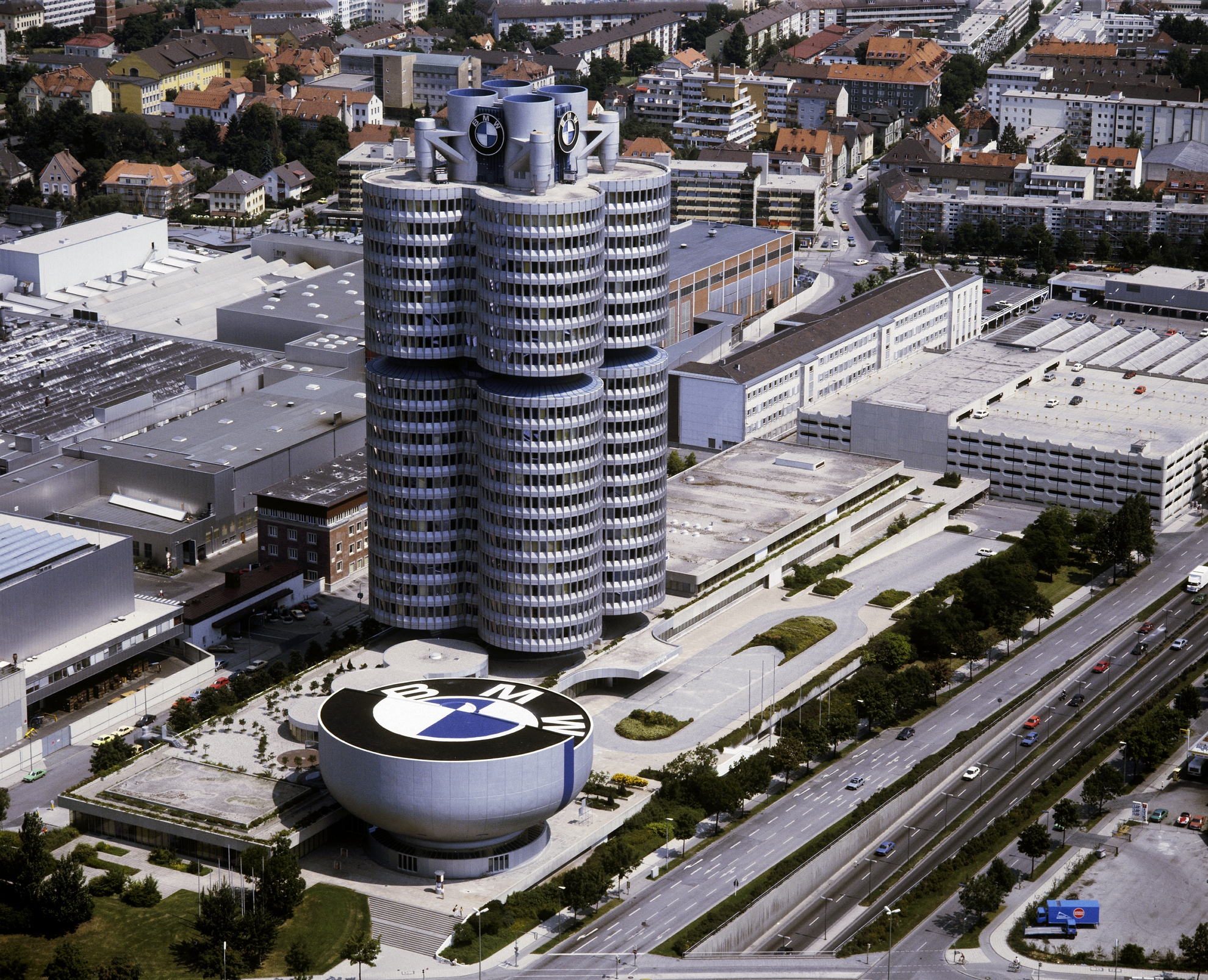40 years of bmw headquarters and museum. Black Bedroom Furniture Sets. Home Design Ideas