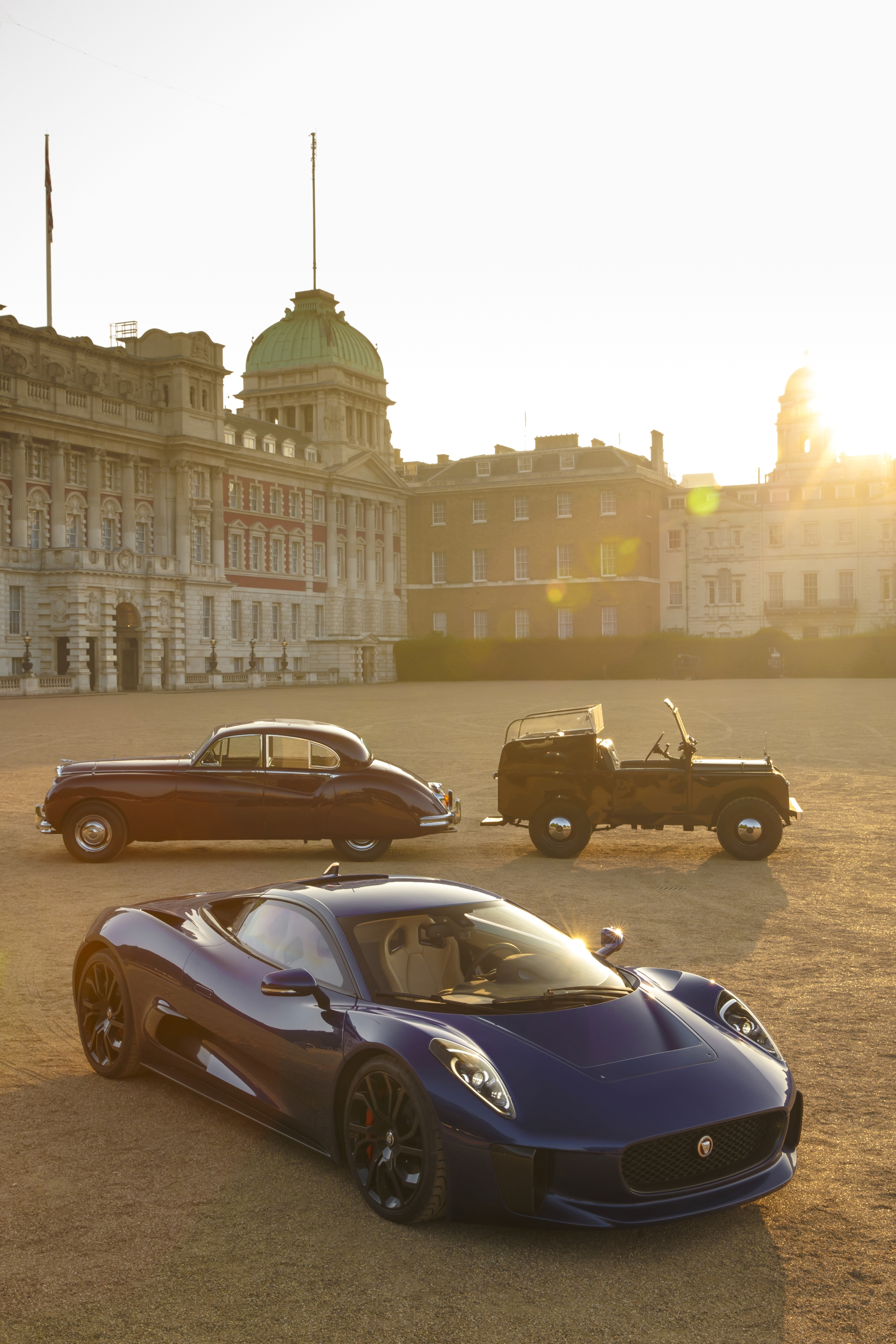 Jaguar_C-X75_on_Horse_Guards_Parade_with_Royal_Heritage_Vehicles