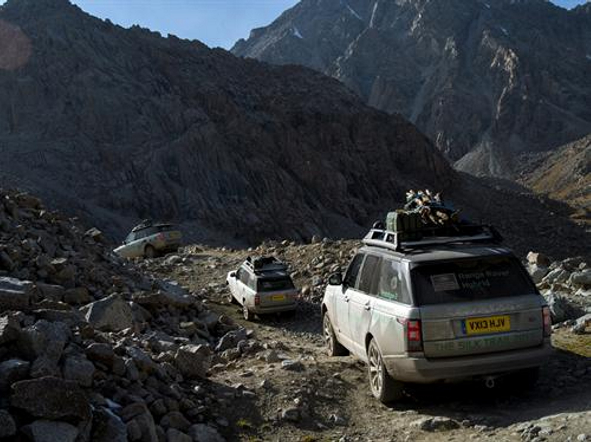 Land Rover - KYRGYZSTAN MOUNTAINS