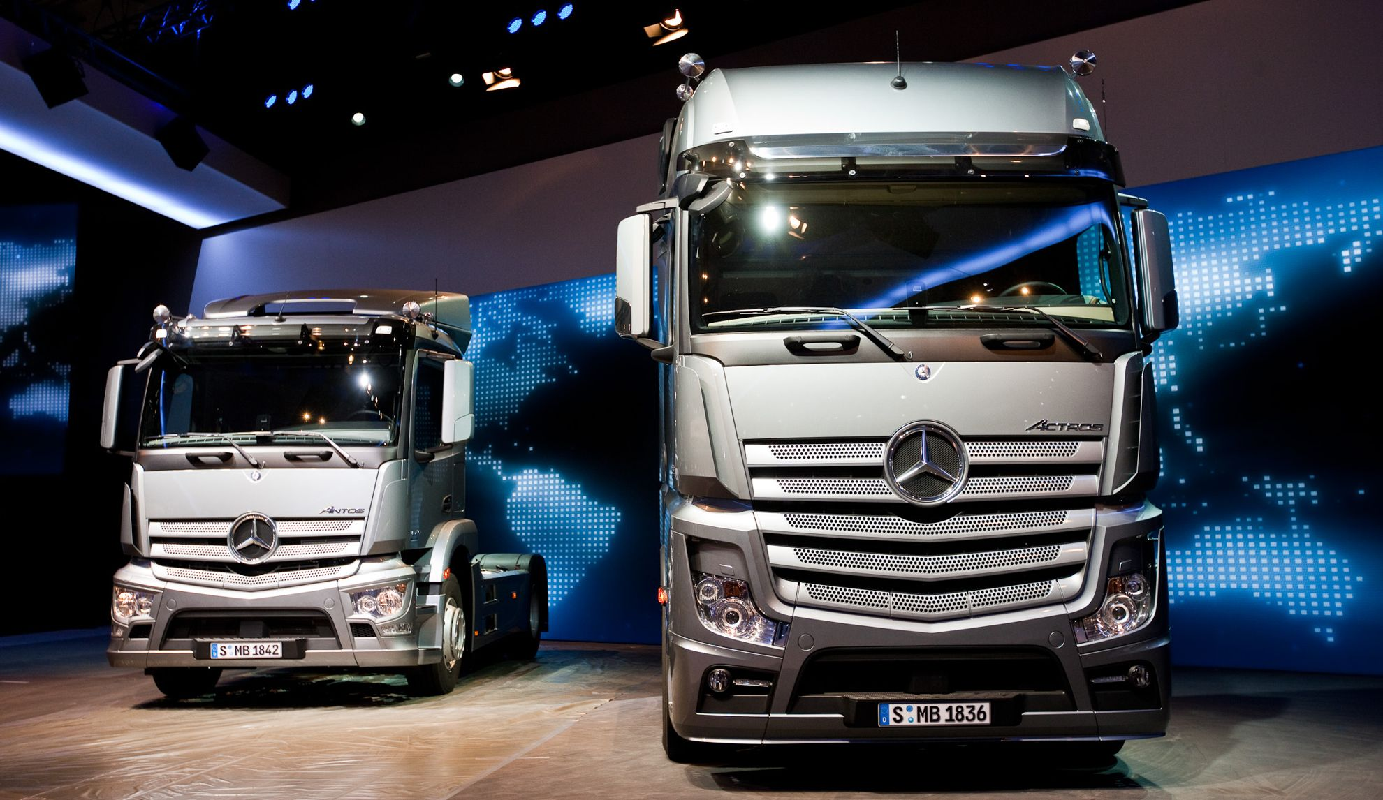 Mercedes benz trucks actros wins ireland 39 s first truck of for Mercedes benz commercial trucks