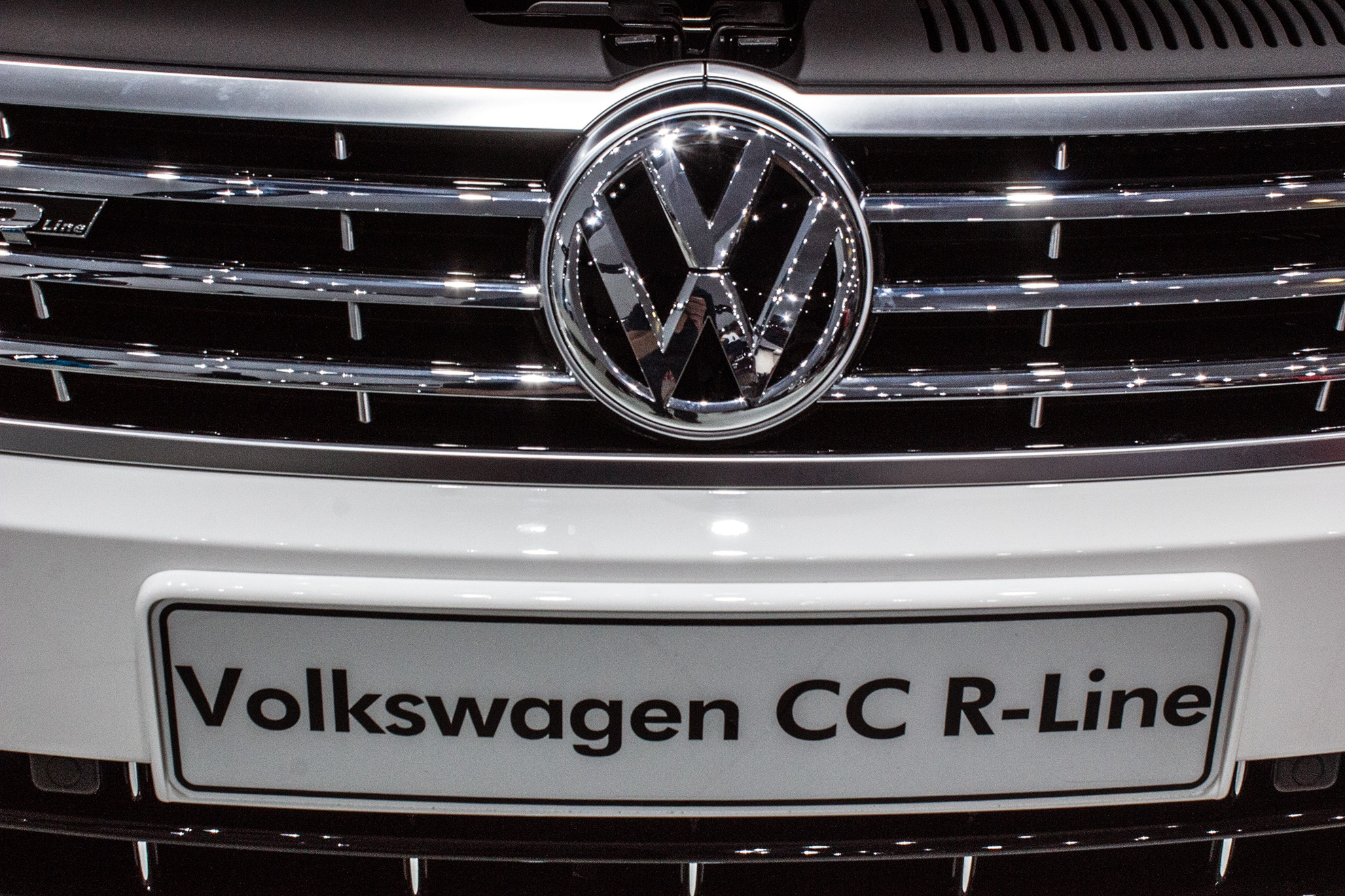 volkswagen-cc-rline-grill-and-logo