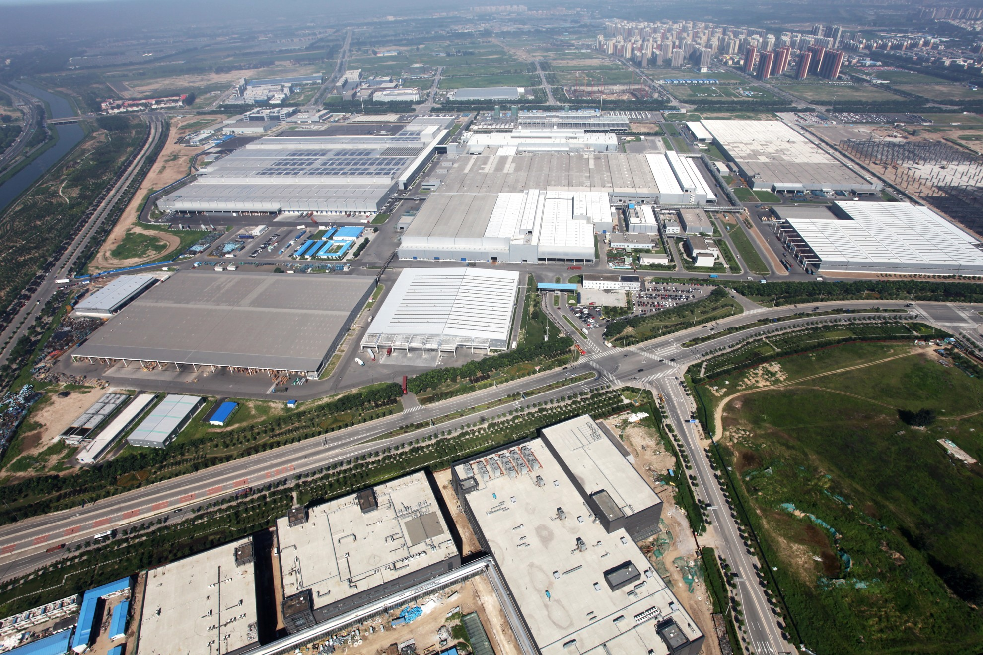 mercedess benz expanding in china