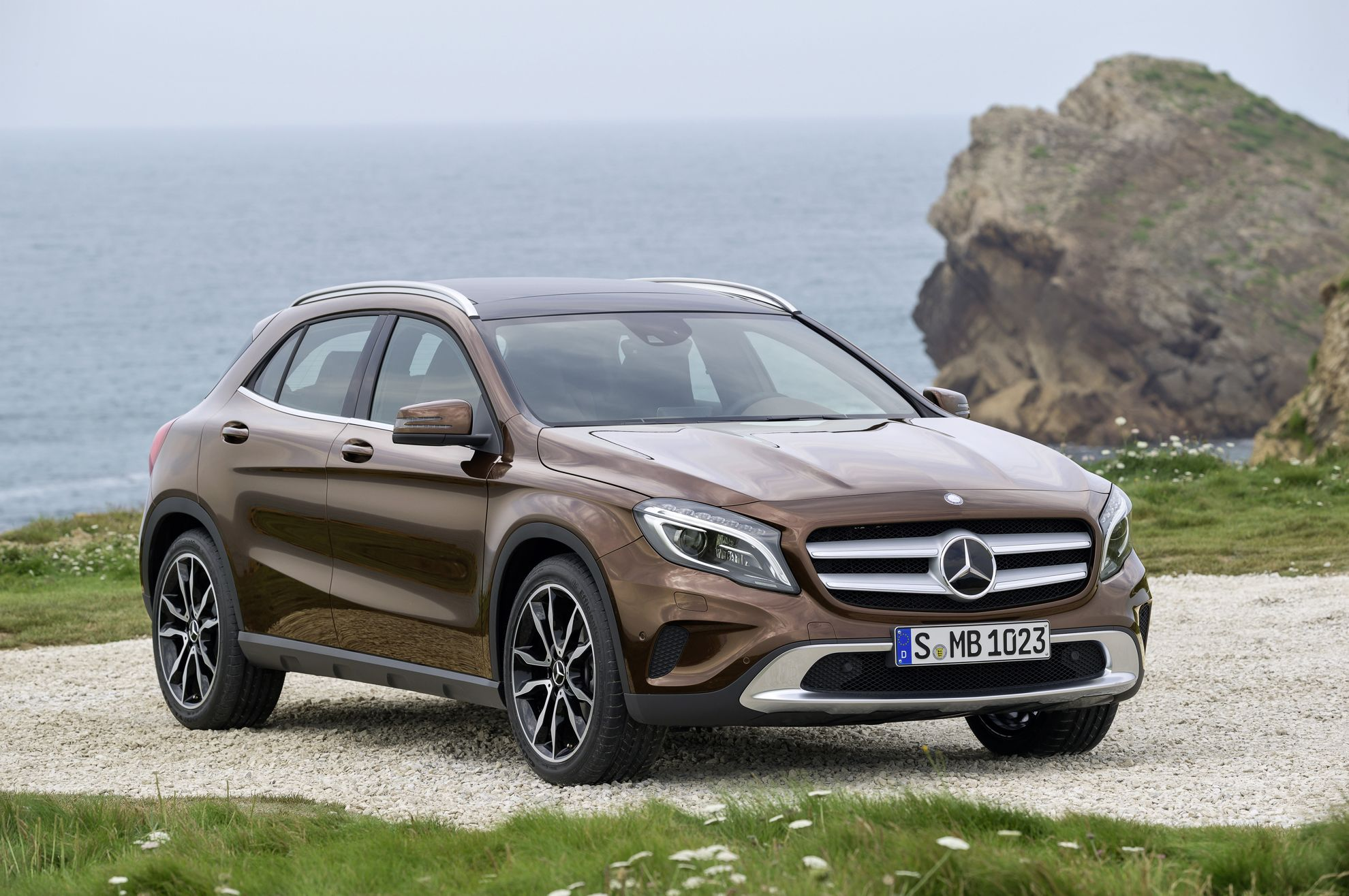 mercedes benz gla on sale. Black Bedroom Furniture Sets. Home Design Ideas