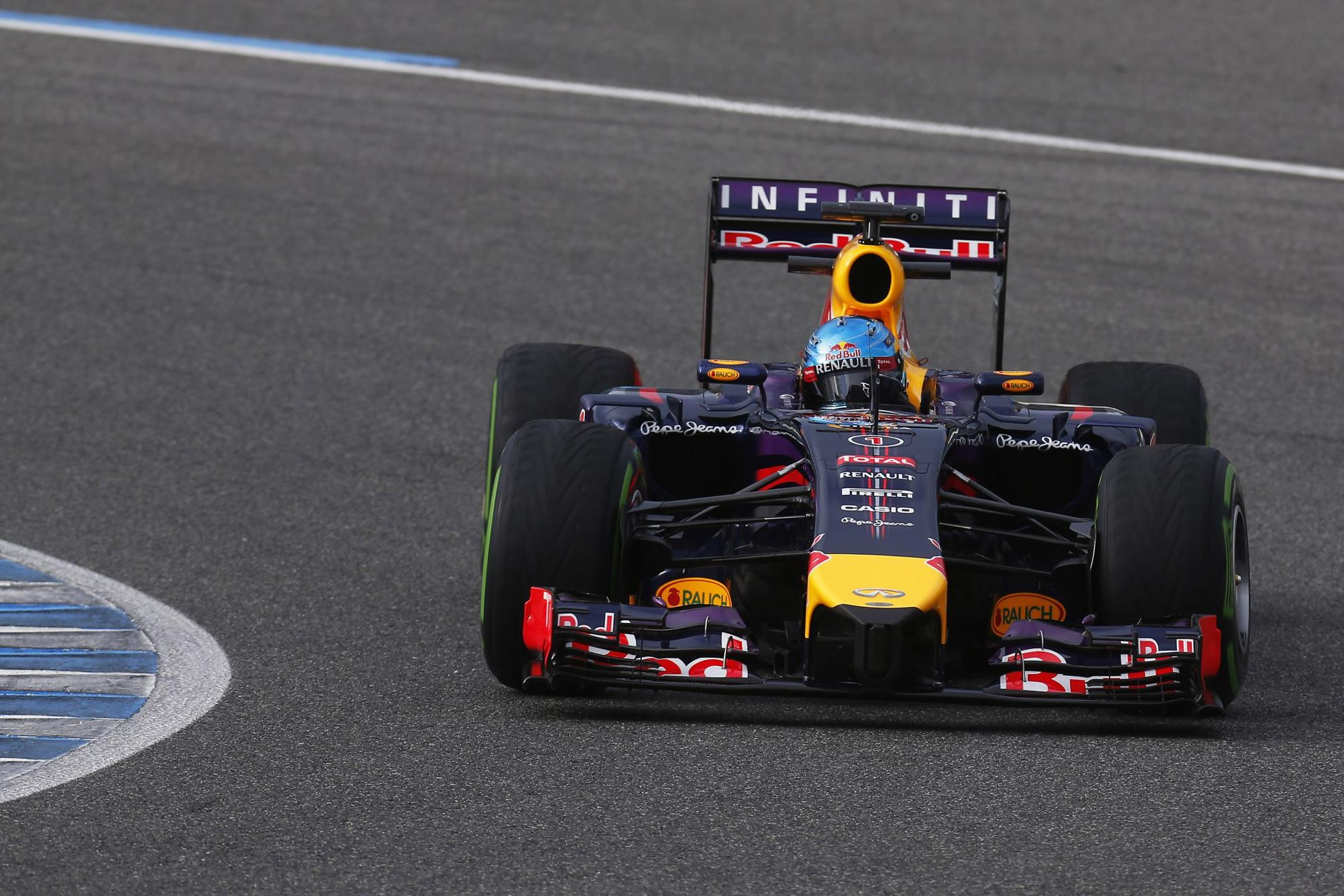 Infiniti_Formula_One_Racing_Car_