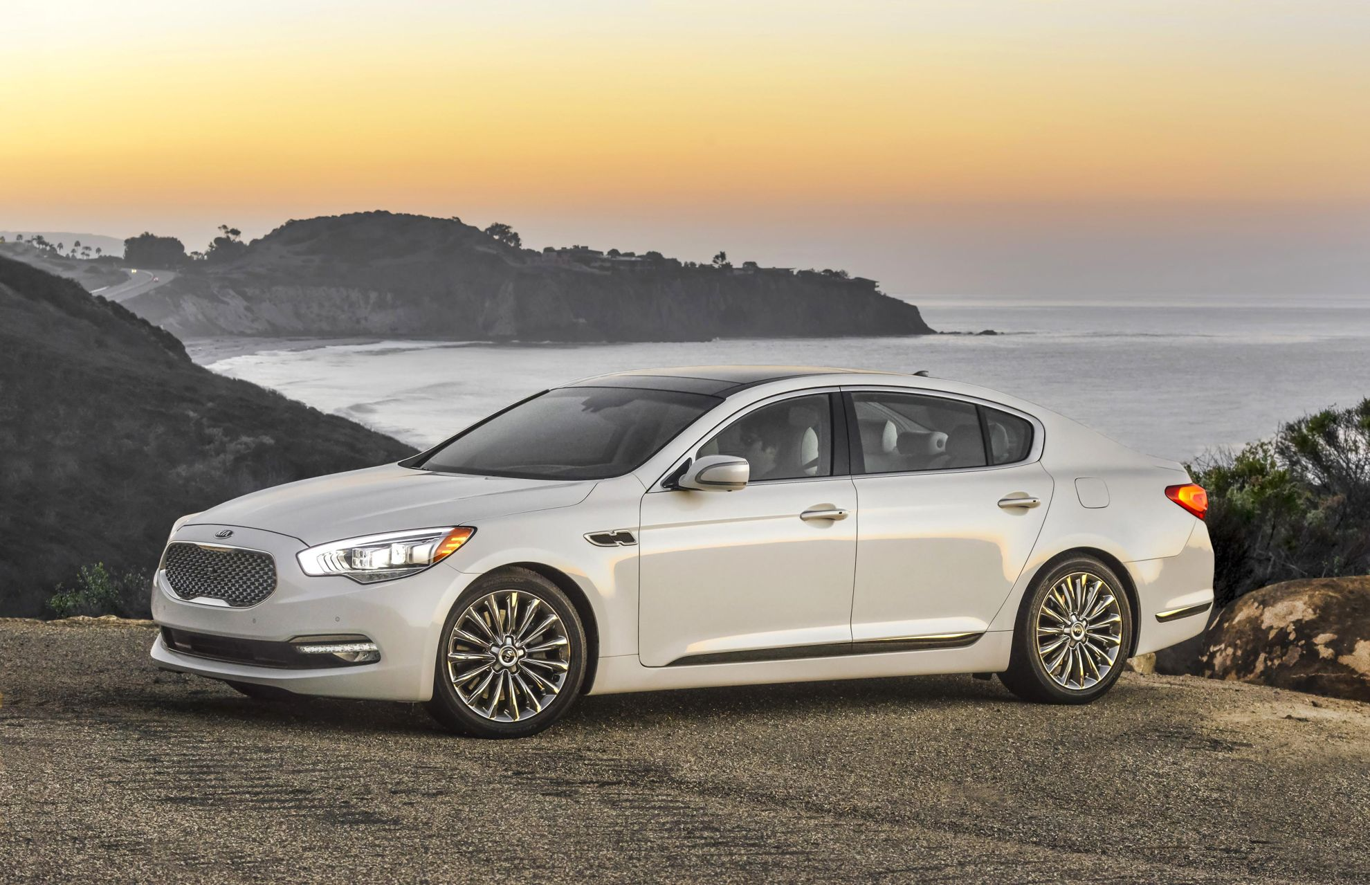 Modern and Elegant, the K900 Signals a New Era for Kia and Advances