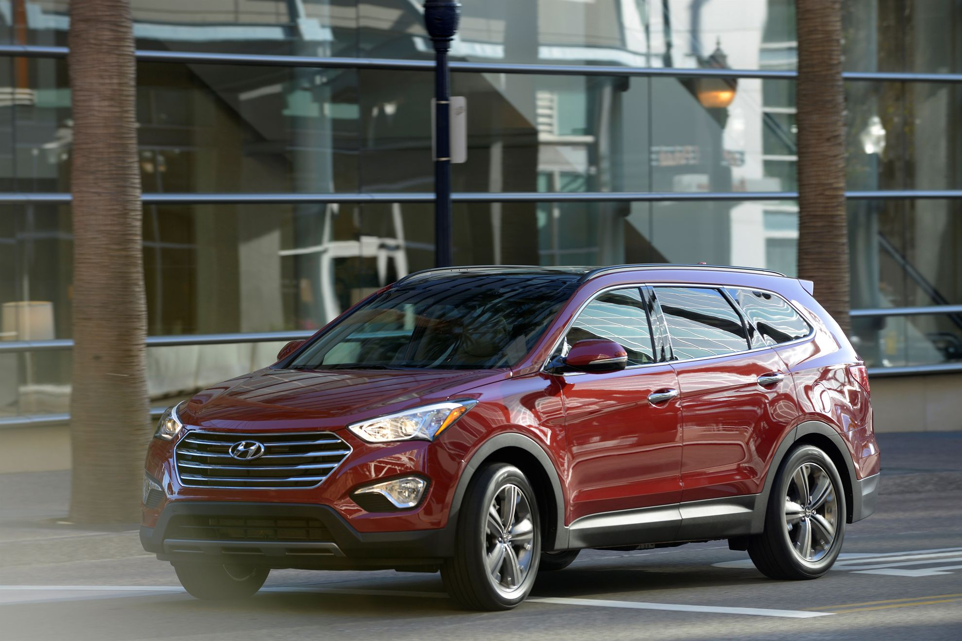 HYUNDAI SANTA FE NAMED A BEST CAR FOR THE MONEY BY U.S. NEWS & WORLD