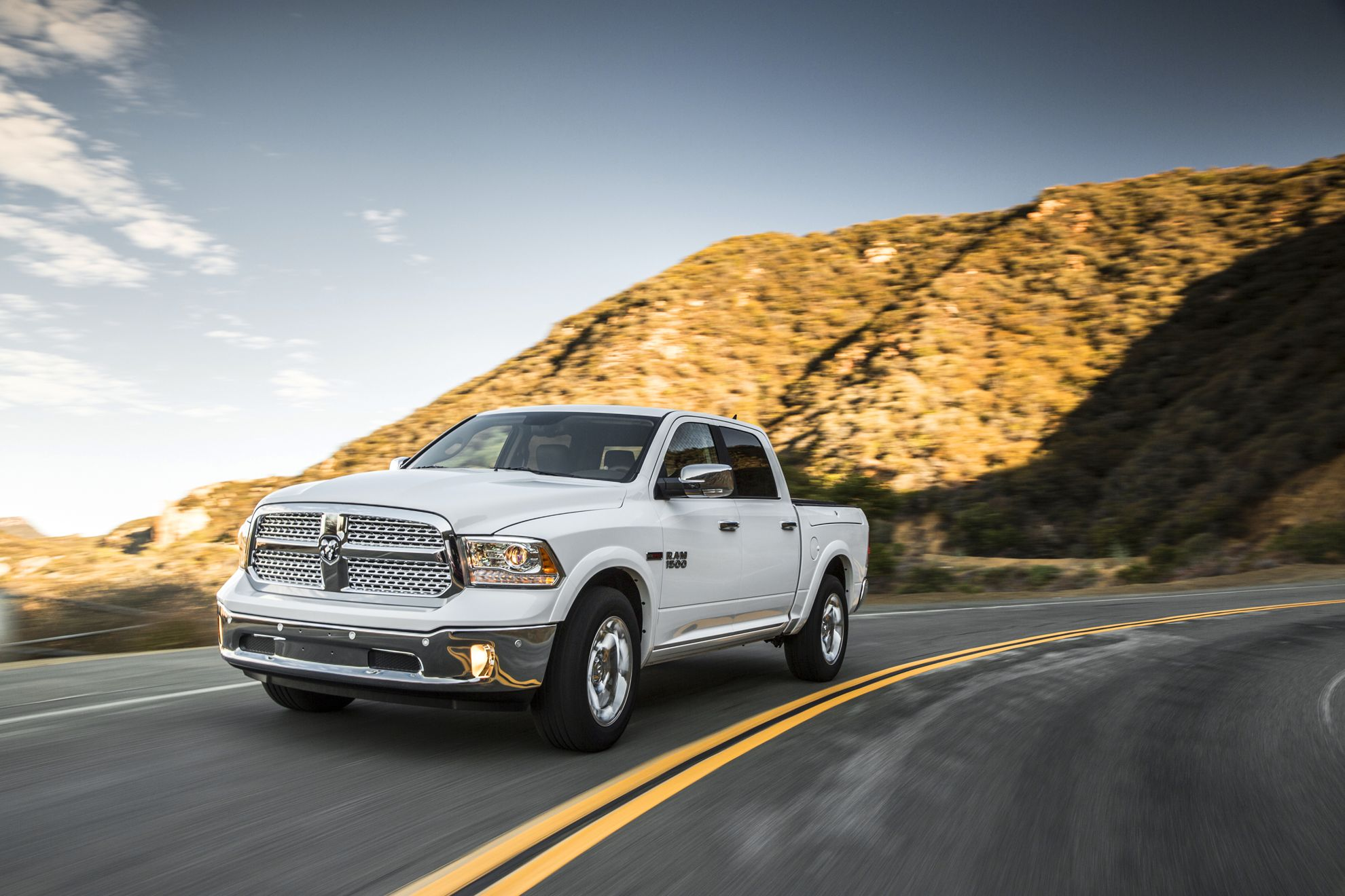dodge ram 1500 ecodiesel sets new fuel economy benchmark of 28 mpg. Black Bedroom Furniture Sets. Home Design Ideas