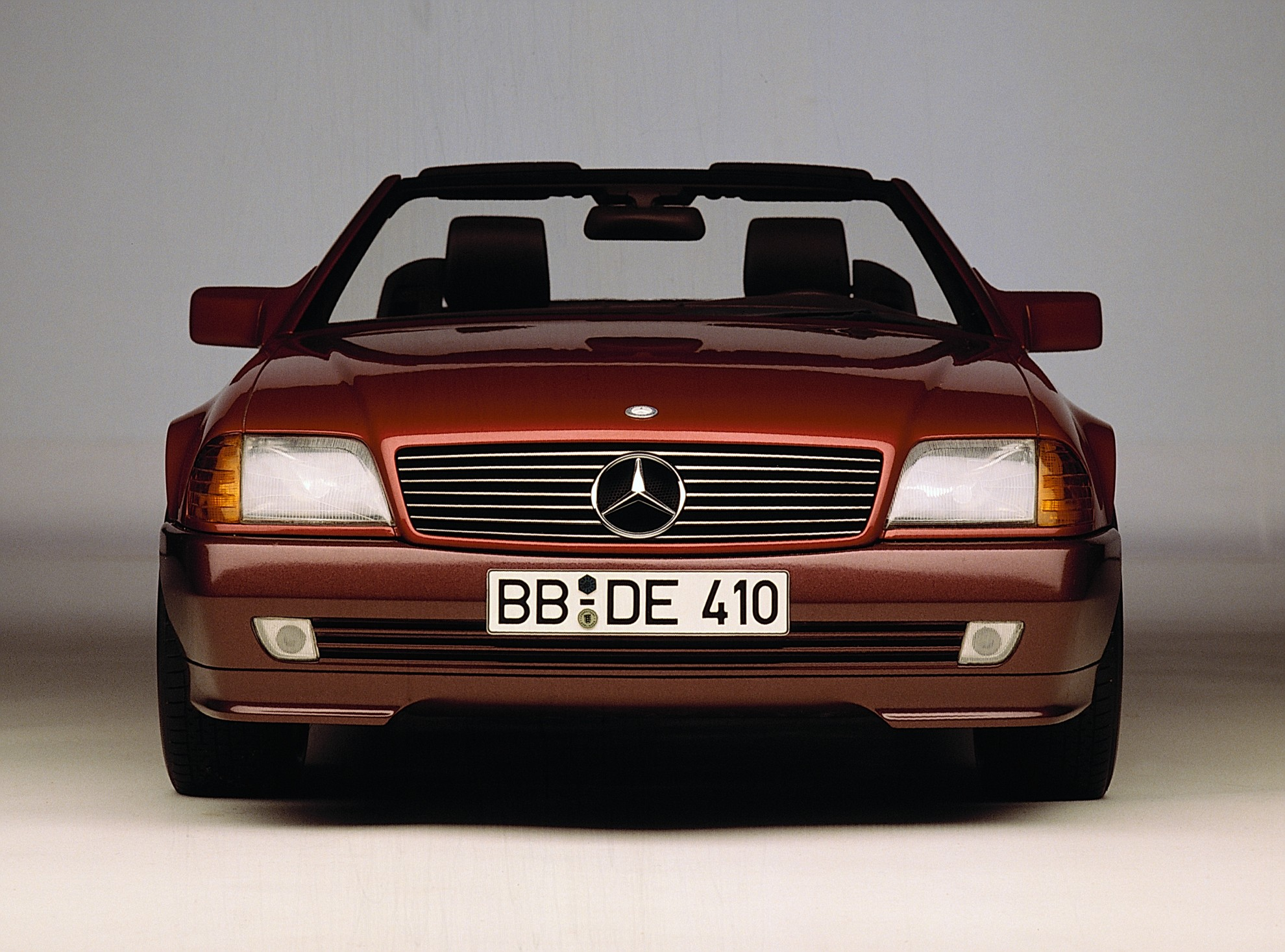 Mercedes benz sl r129 celebrates 25 years for Mercedes benz history