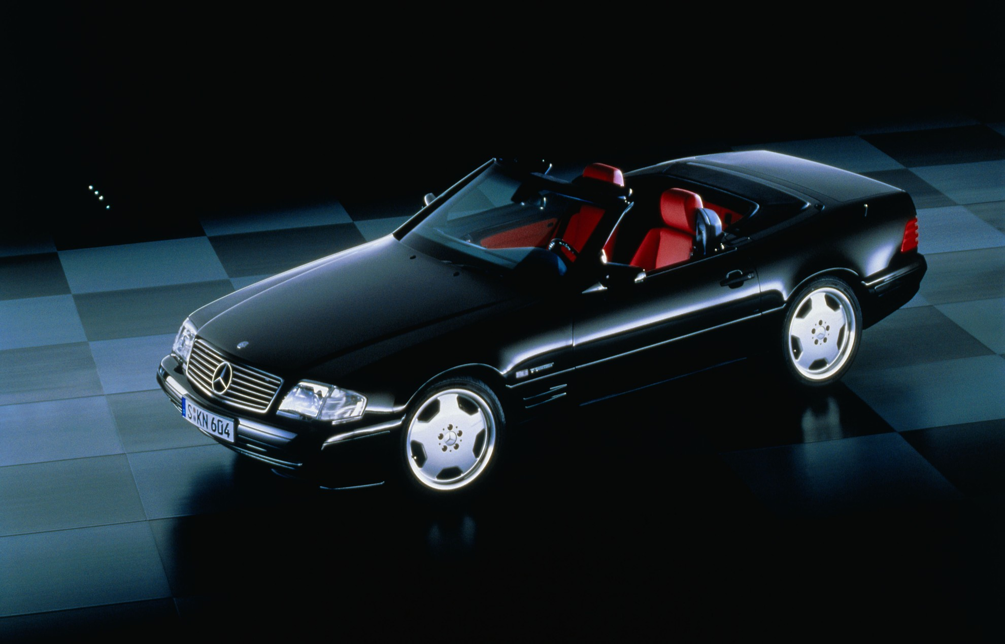 Mercedes benz sl r129 celebrates 25 years for The mercedes benz