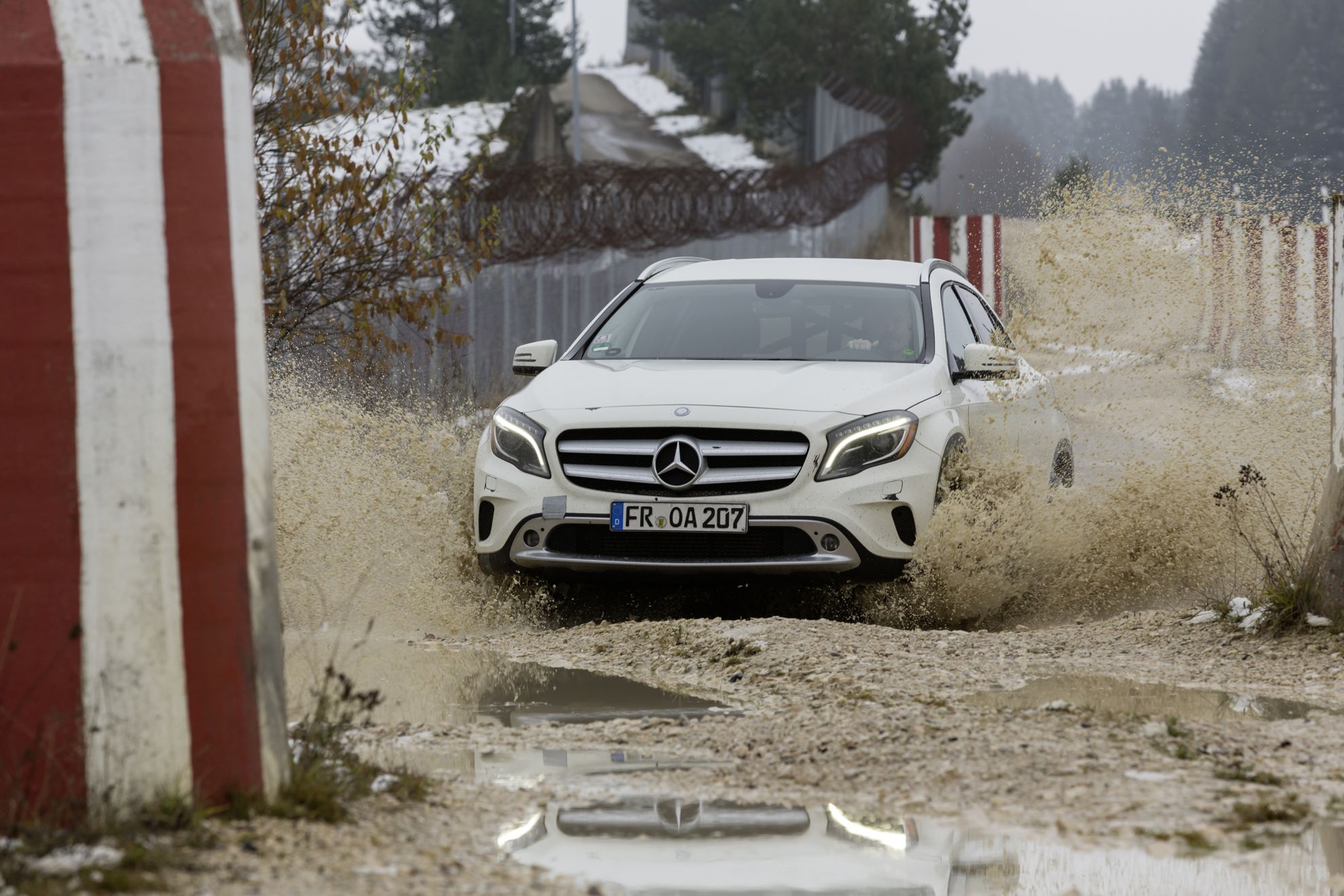 Mercedes_Benz_GLA_SUV_Off_Road
