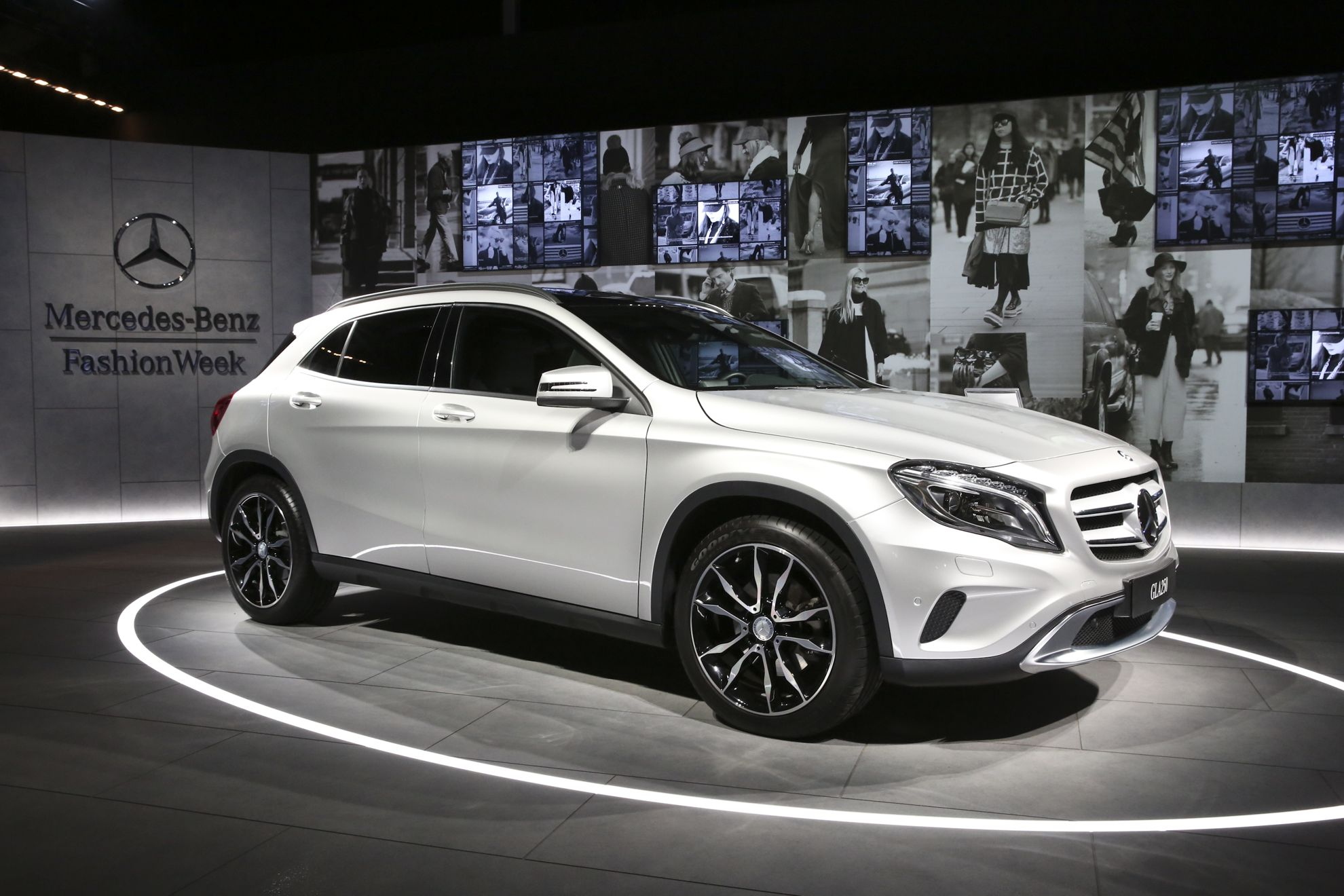 New york fashion week mercedes benz gla for Mercedes benz nyc