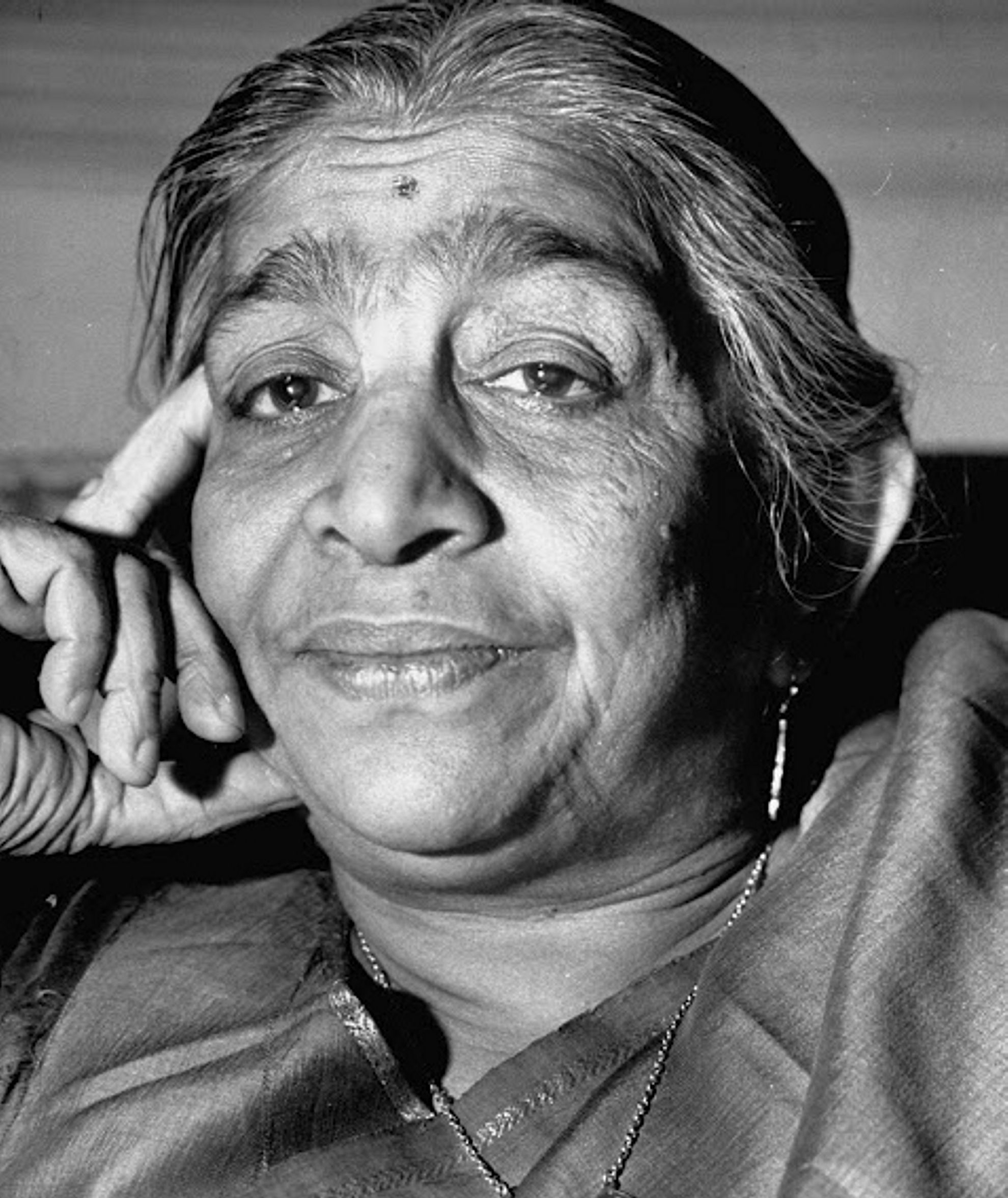 analysis of sarojini naidu s the bird of time Summary of palanquin bearers by sarojini naidu  they say that 'she is like the  bird that skims on the foam of a stream' which means that a.