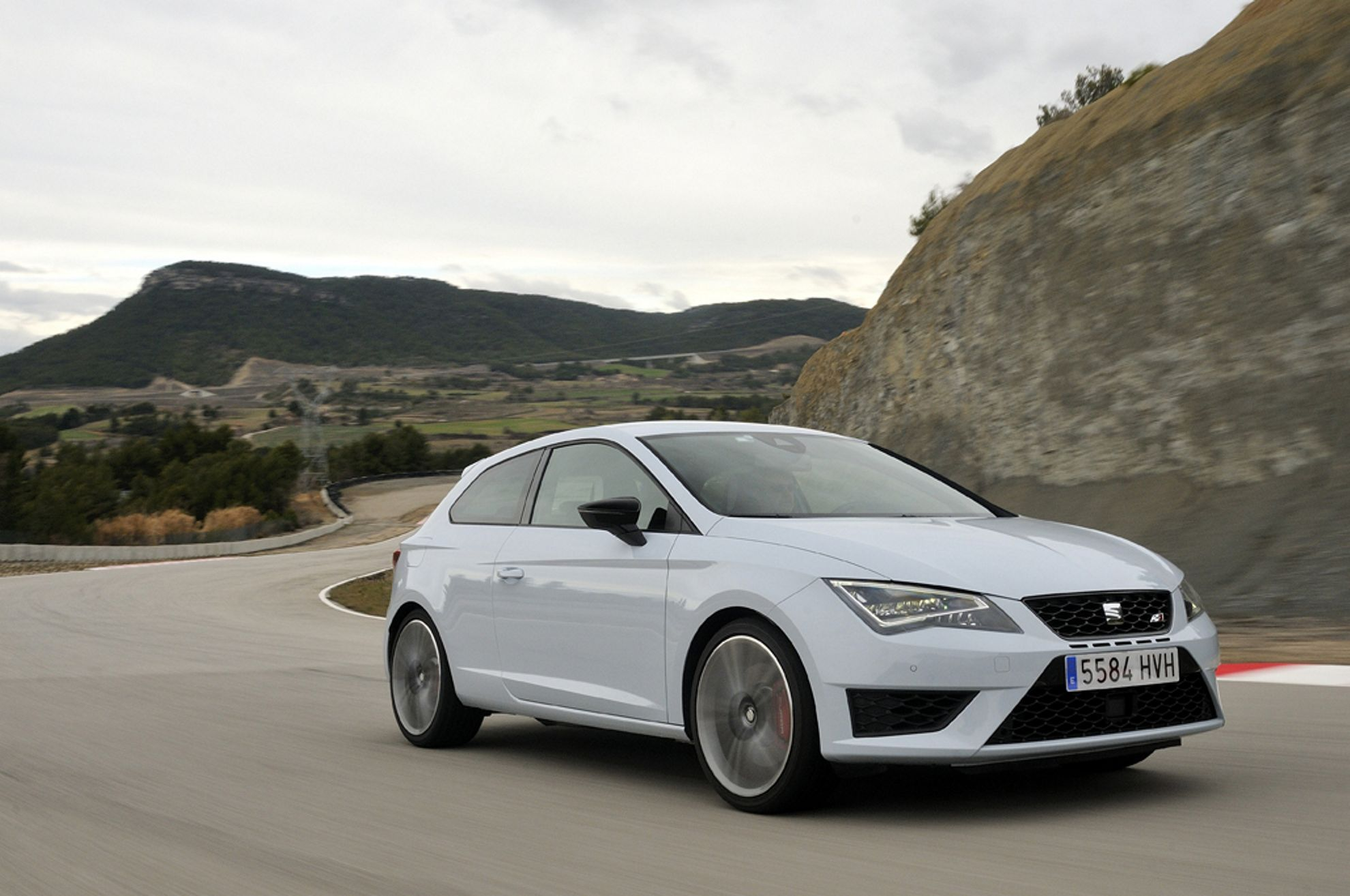 how much does a seat leon cupra cost in the uk. Black Bedroom Furniture Sets. Home Design Ideas