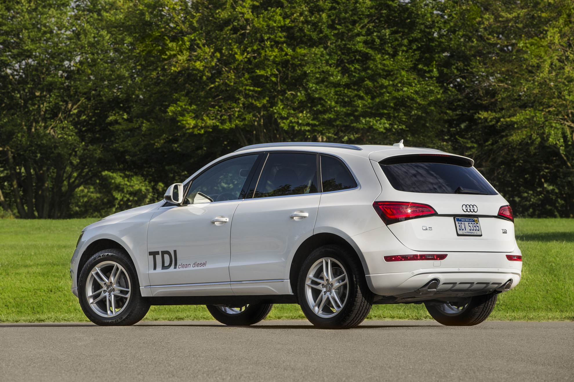 audi q5 named best luxury compact suv for families by u s news world report. Black Bedroom Furniture Sets. Home Design Ideas