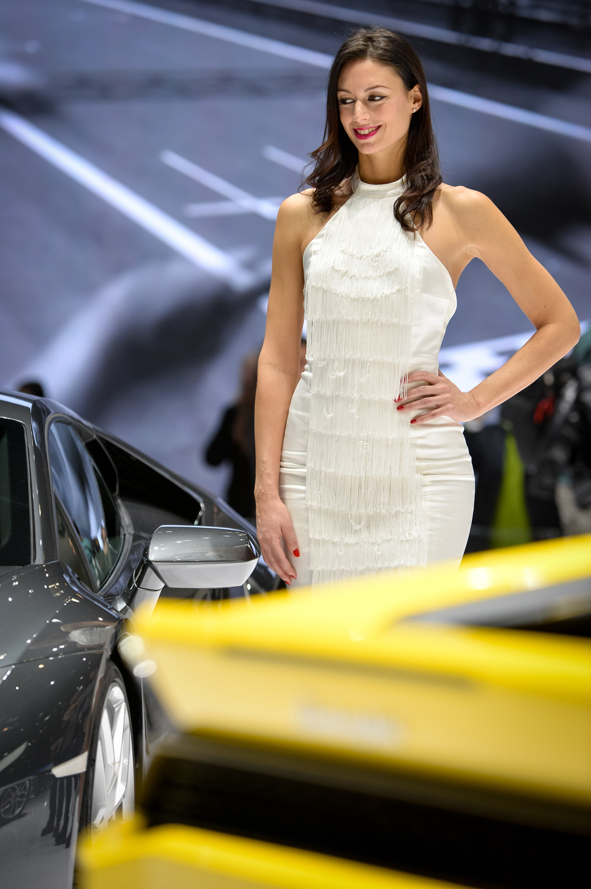 Car-Show-Girls-Ferrari