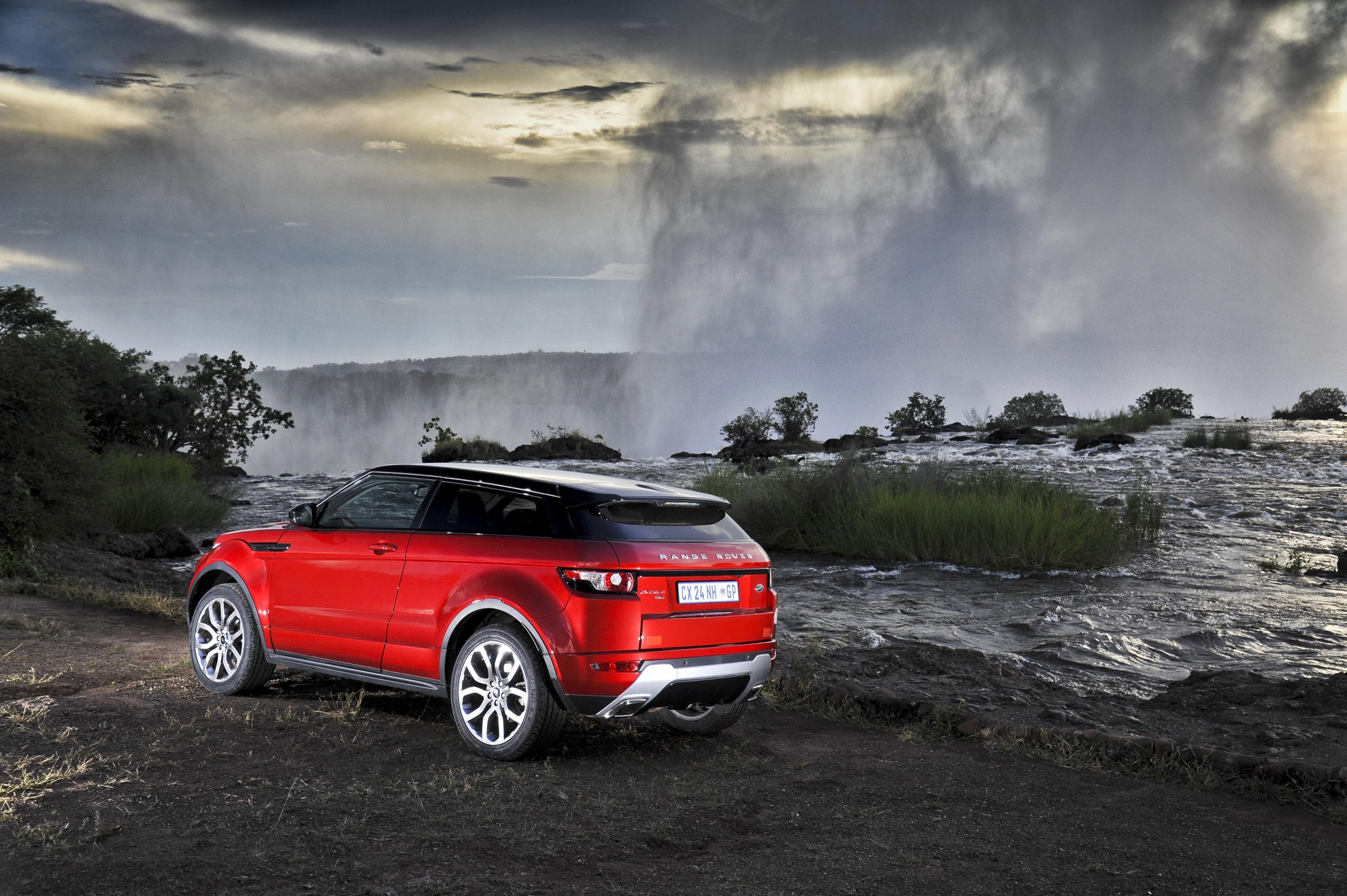 courtesy land rover alex video picture review range l of exterior landrover dykes evoque front