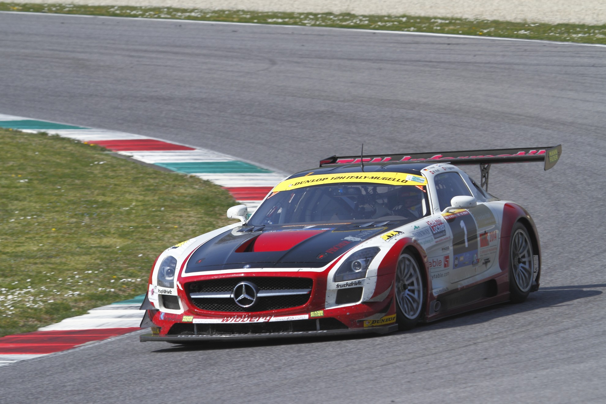 Mercedes benz 12 hours mugello italy for Mercedes benz race