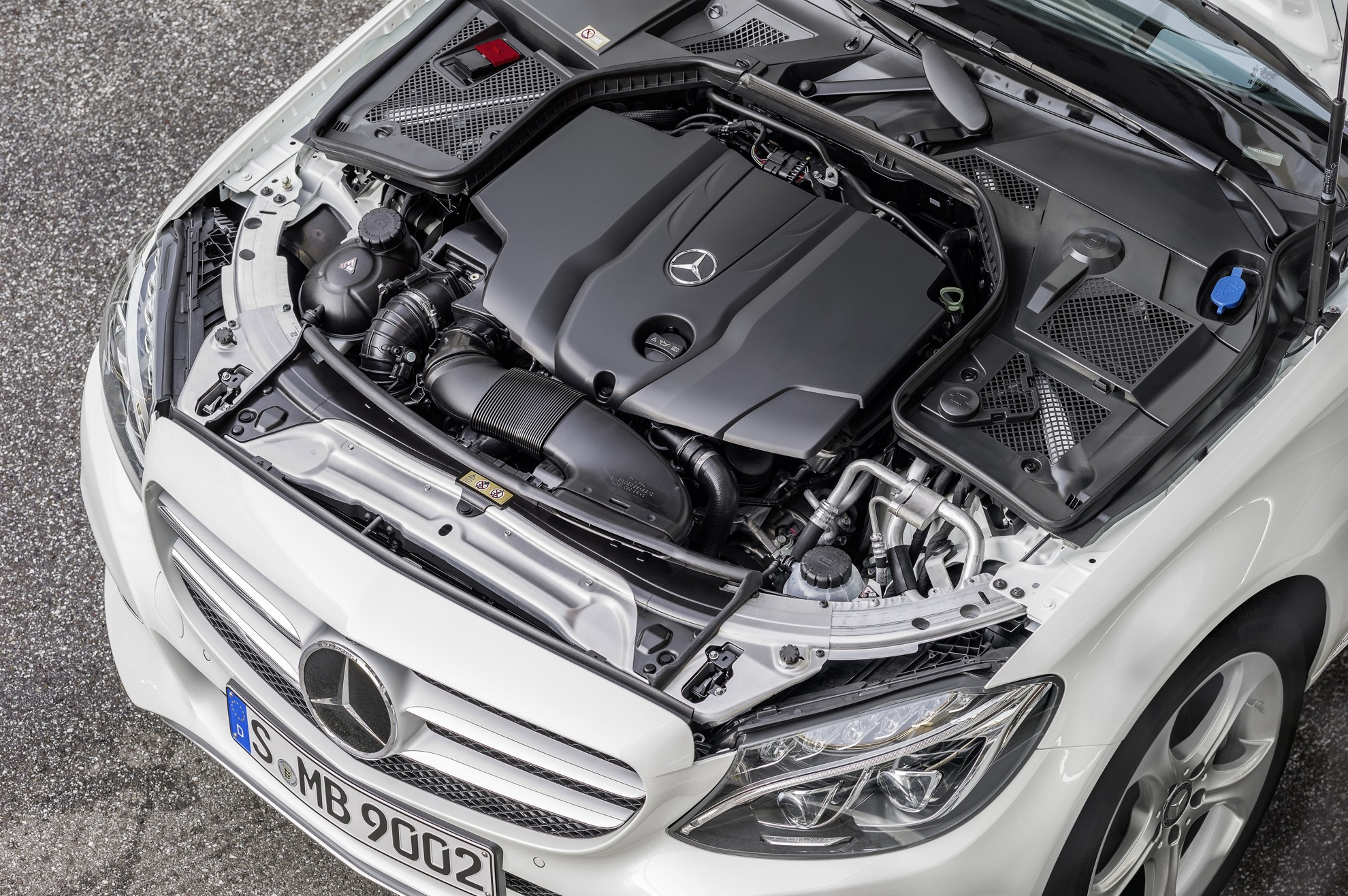 New_Mercedes-Benz_C-Class-Engine