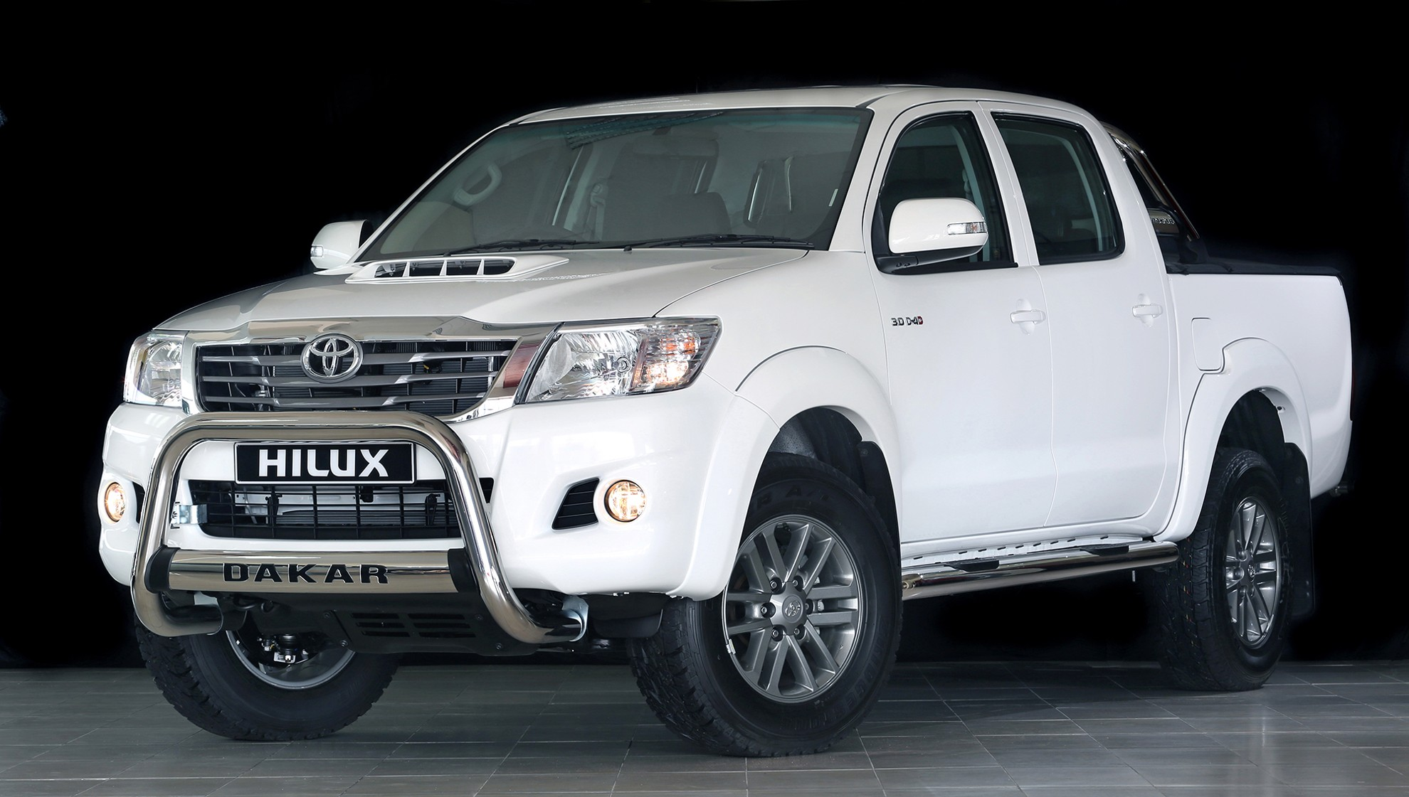 Toyota Hilux Gets The Dakar 2014 Treatment