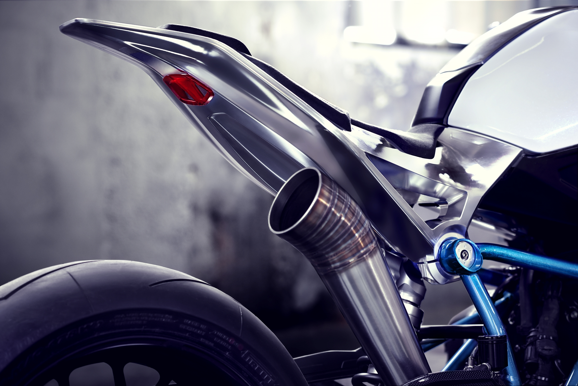 BMW-Motorcycle-Roadster-02