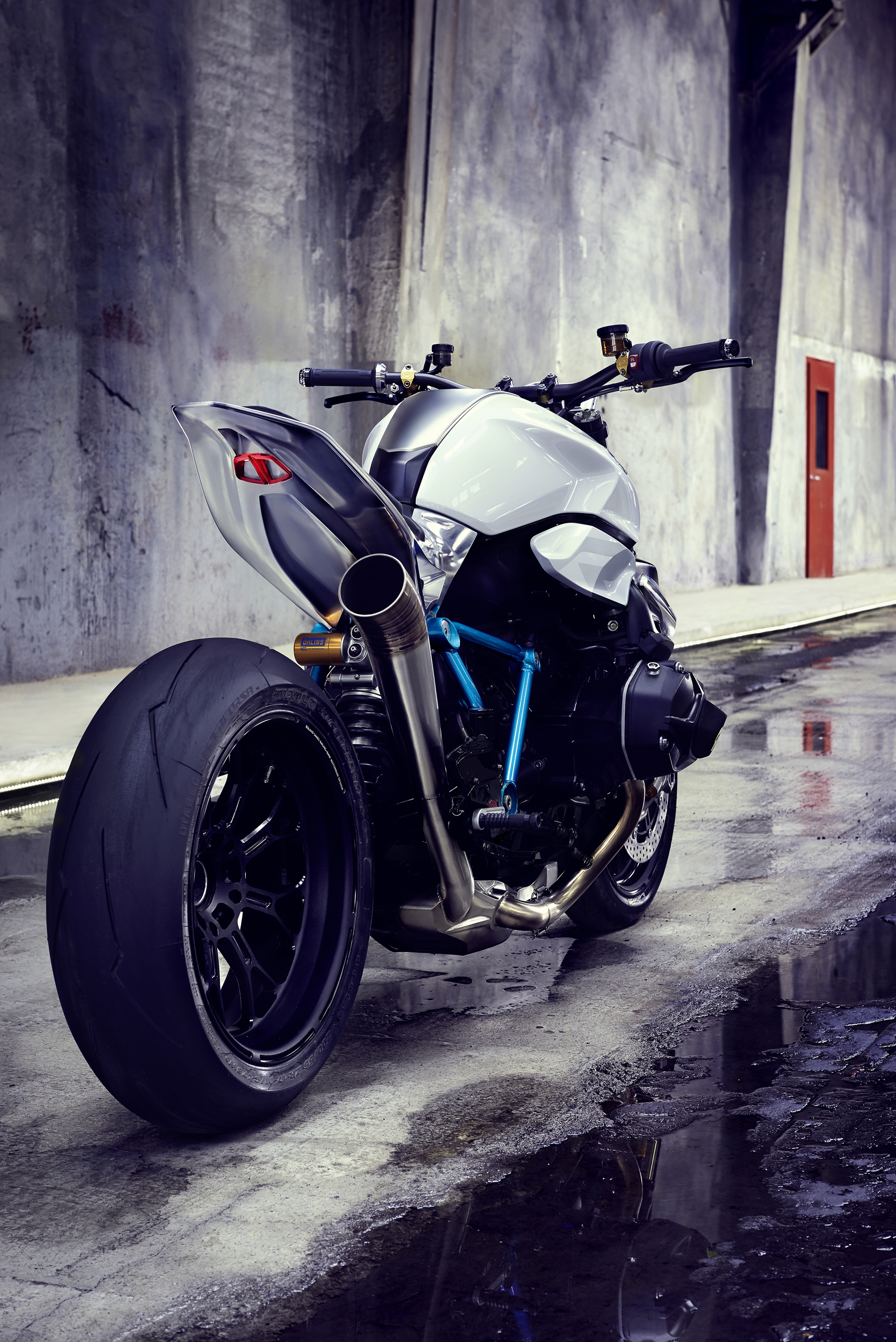 BMW-Motorcycle-Roadster-11