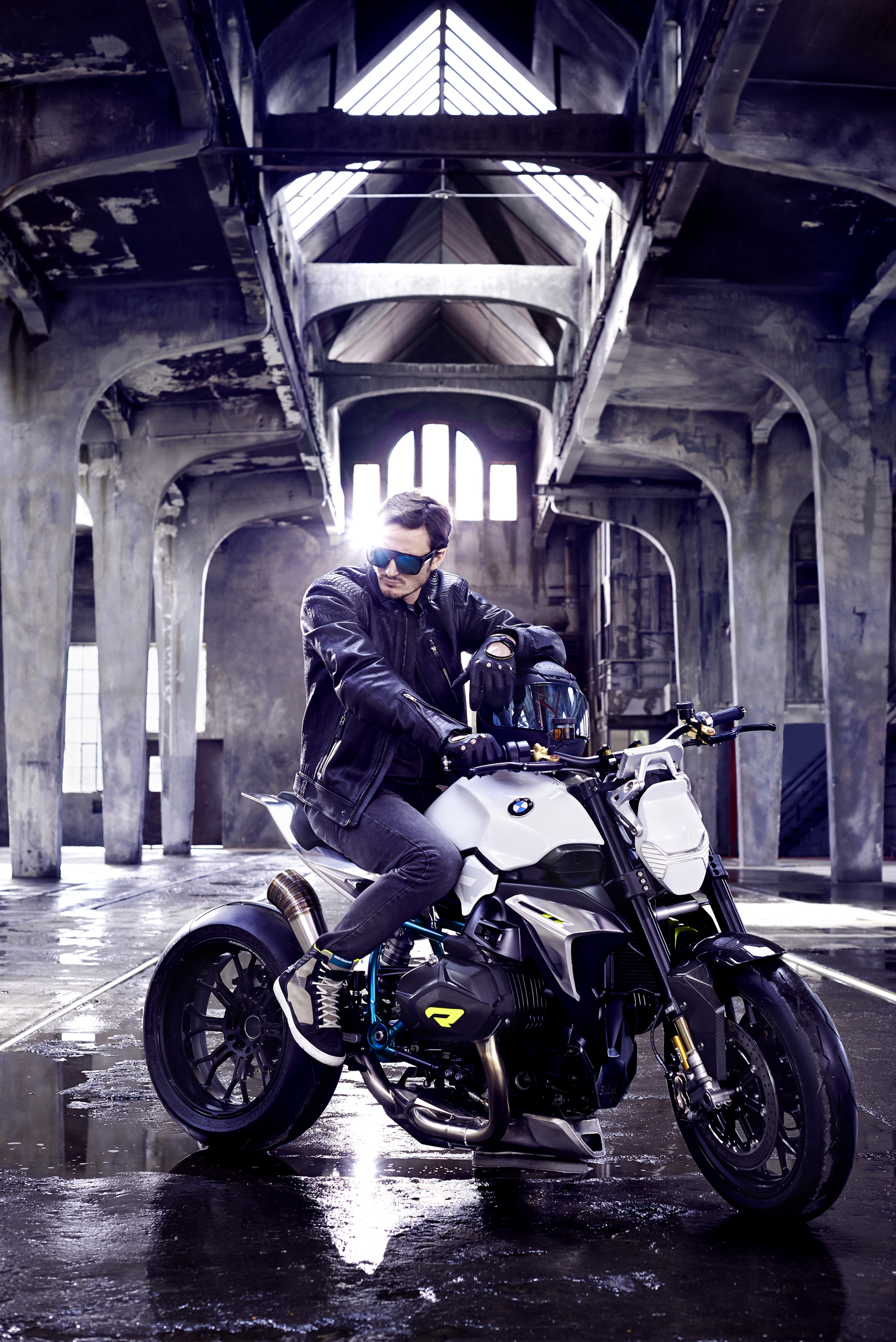 BMW-Motorcycle-Roadster-16
