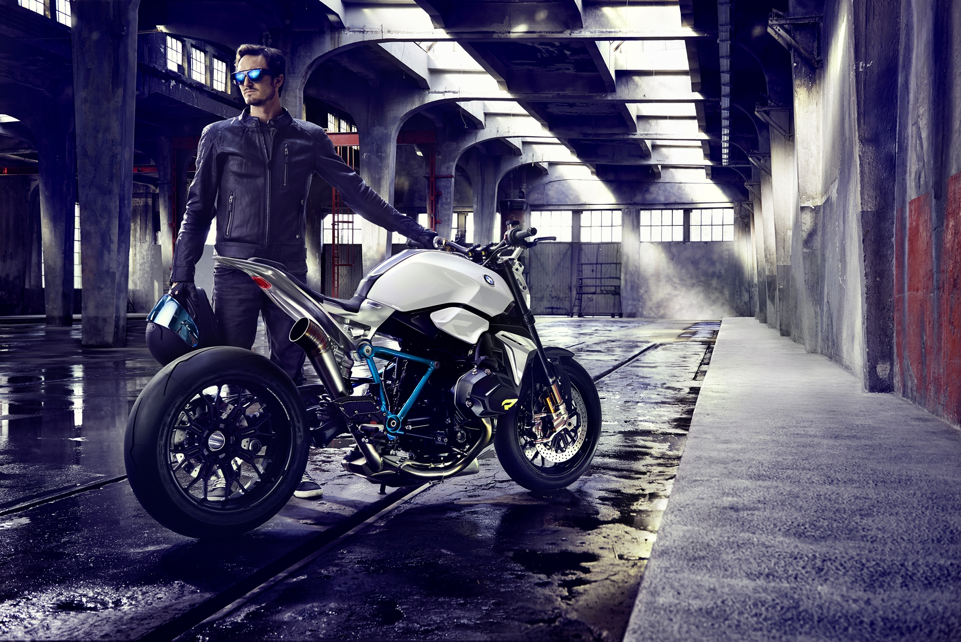 BMW-Motorcycle-Roadster-17