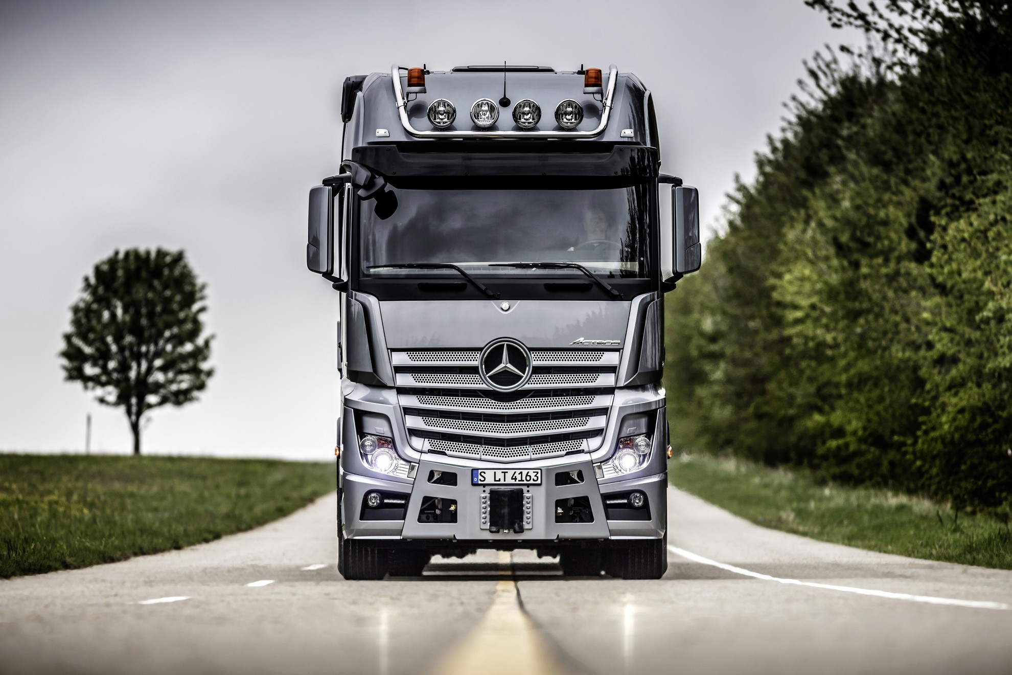 Mercedes benz slt heavy duty trucking 3d car shows for 2014 mercedes benz truck