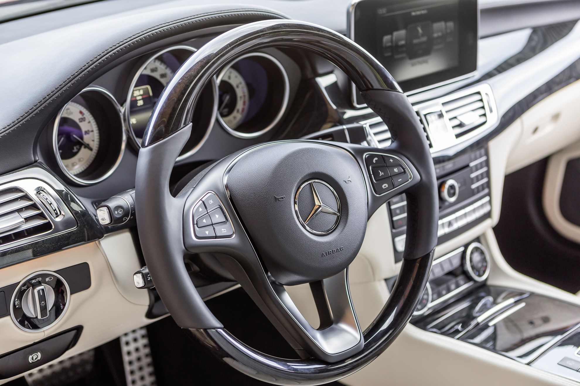 Mercedes Benz Cls 2014 Interior Ample Space