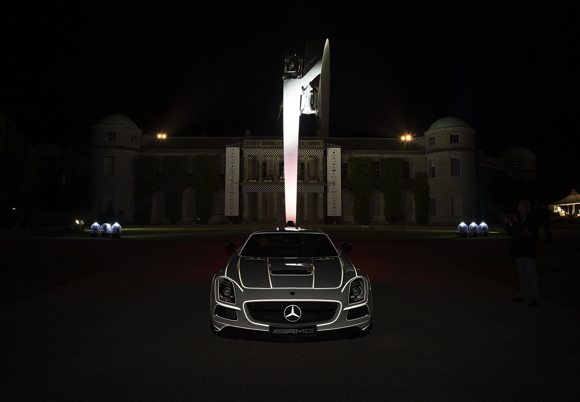 Mercedes-Benz-Goodwood-Scultpture