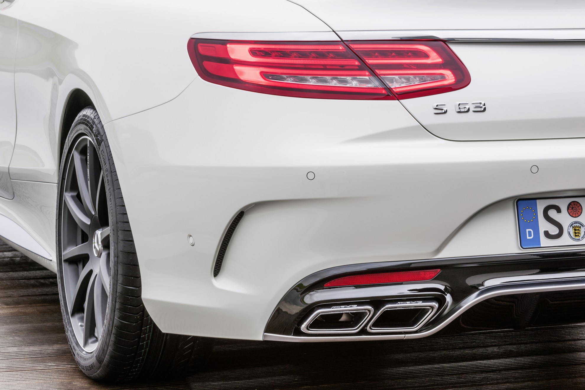 Mercedes-Benz_S_63_AMG_Coupe_Exhaust