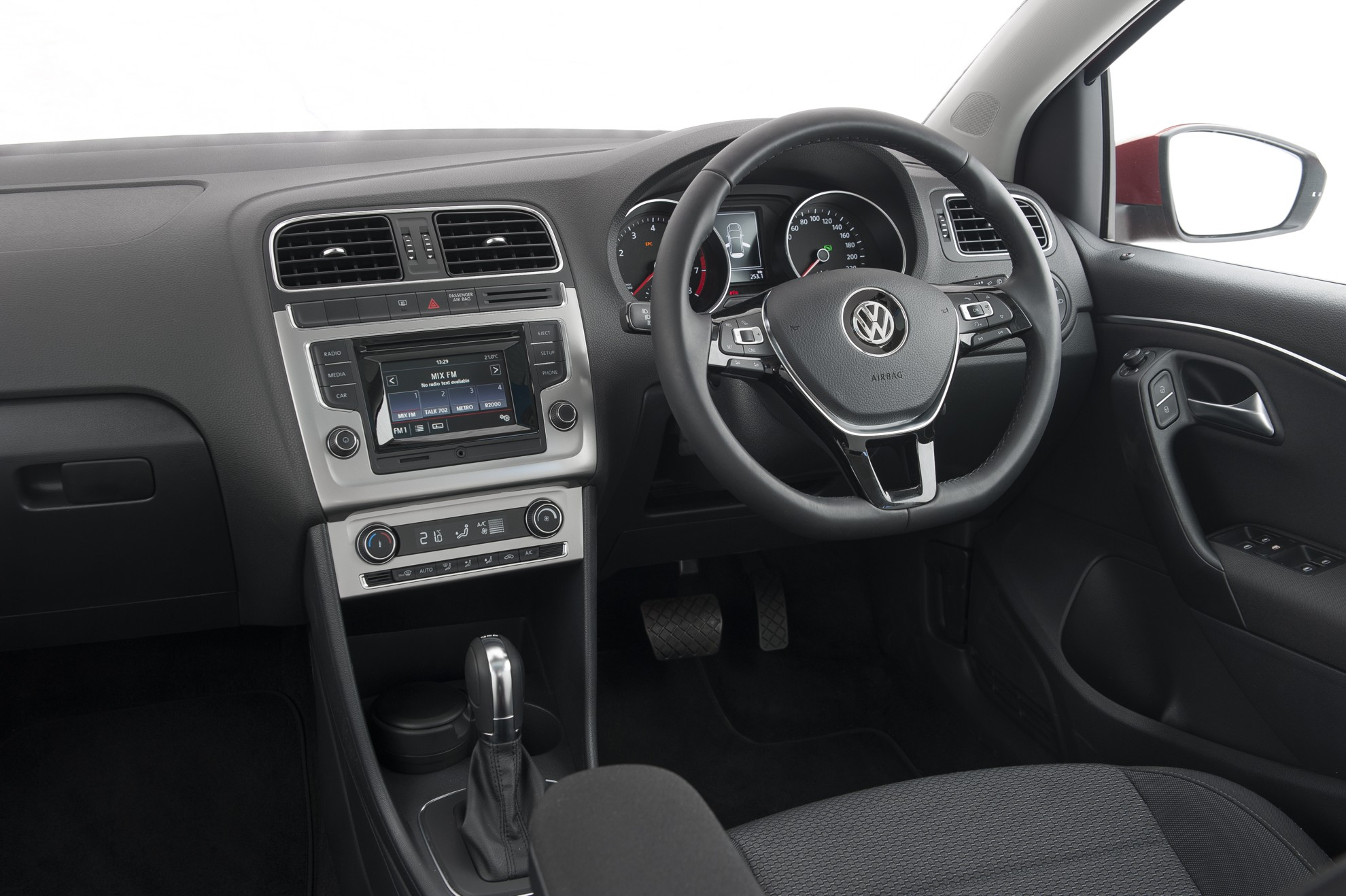 Volkswagen_Polo-Interior-2014