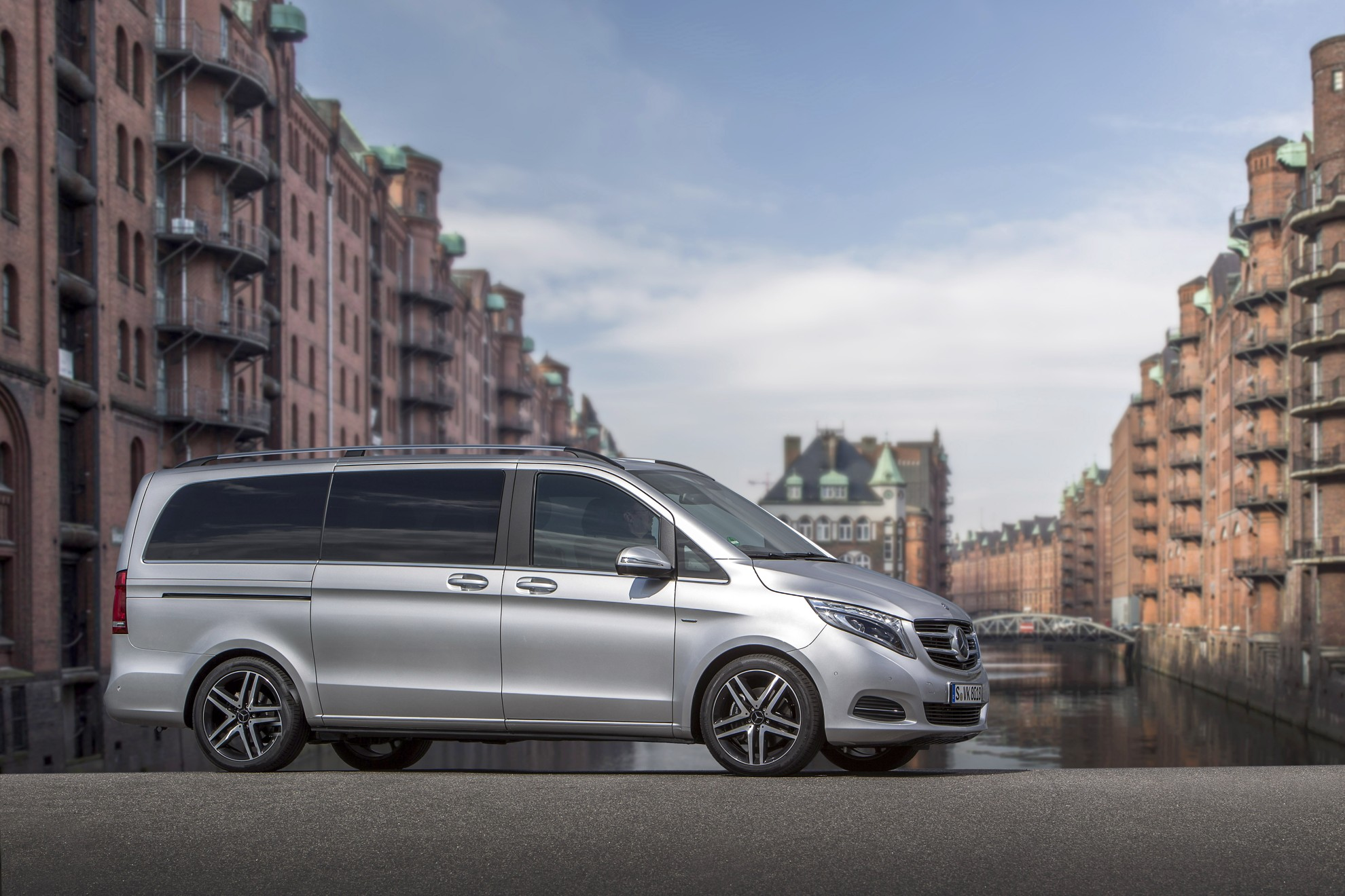 New mercedes benz v class wins renowned design prize for V class mercedes benz