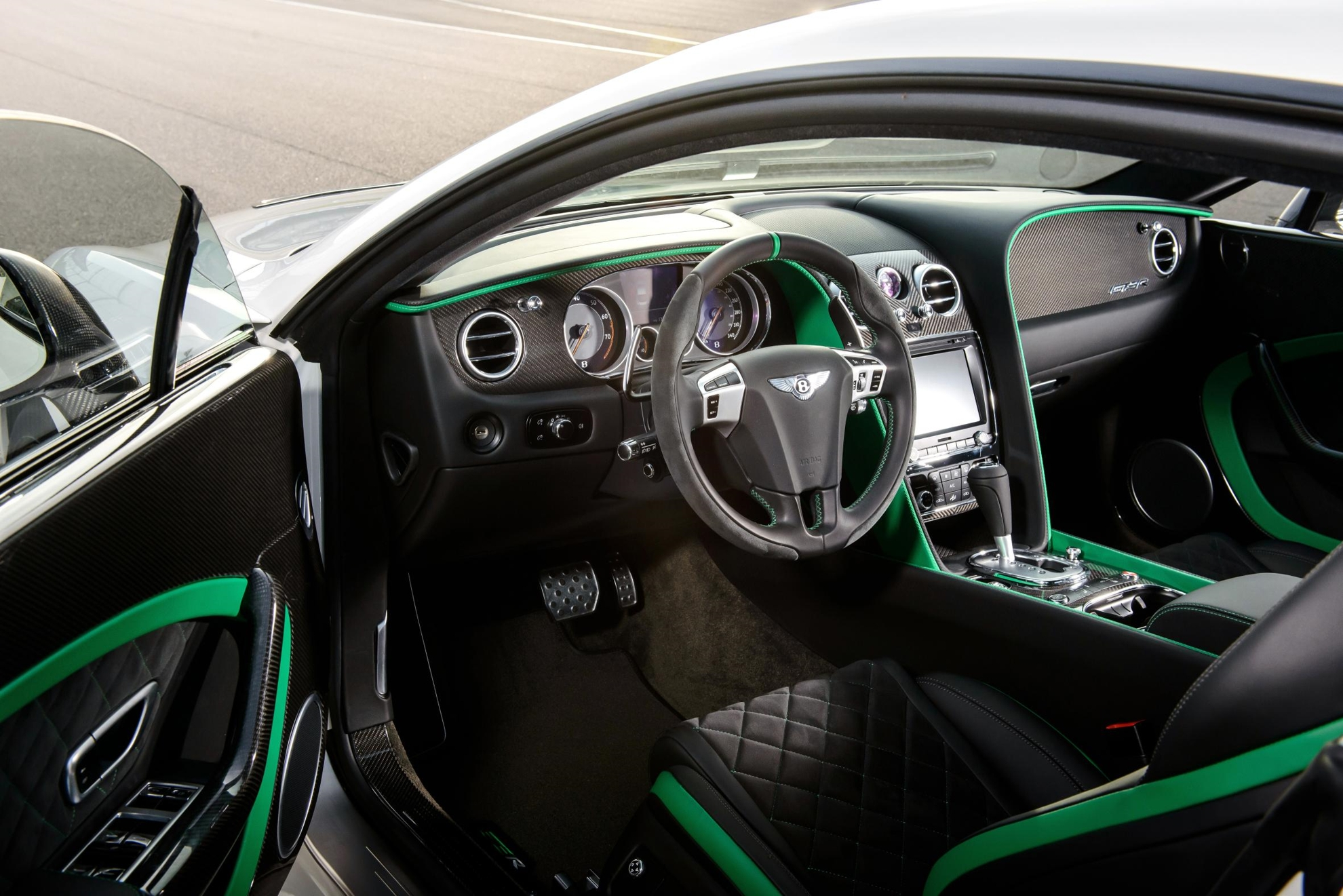 Bentley_Continental_GT3-R-Inside