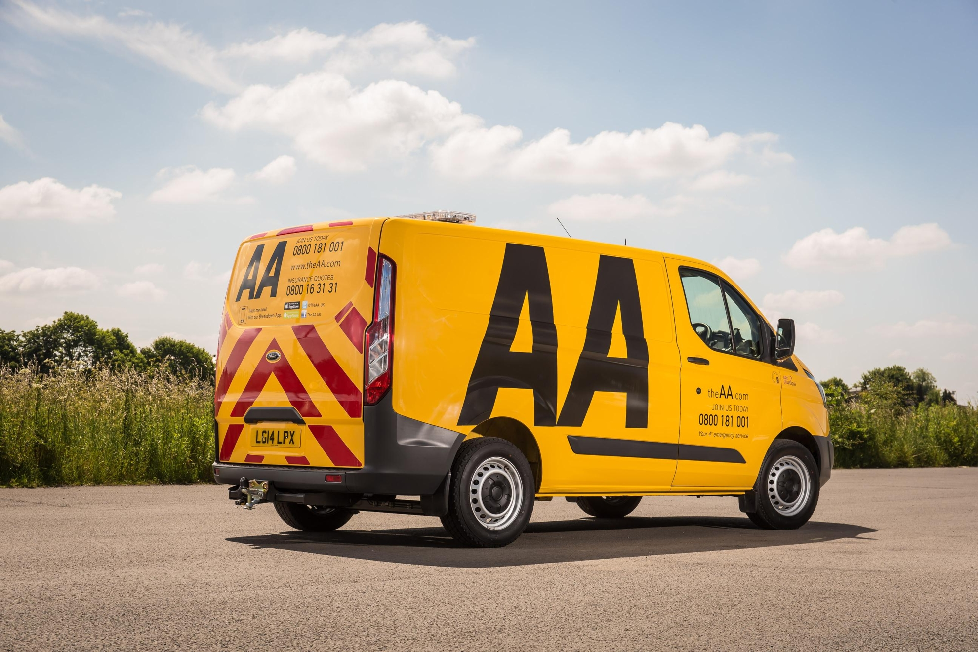 e84b1219fa FORD TRANSIT ON PATROL WITH THE AA