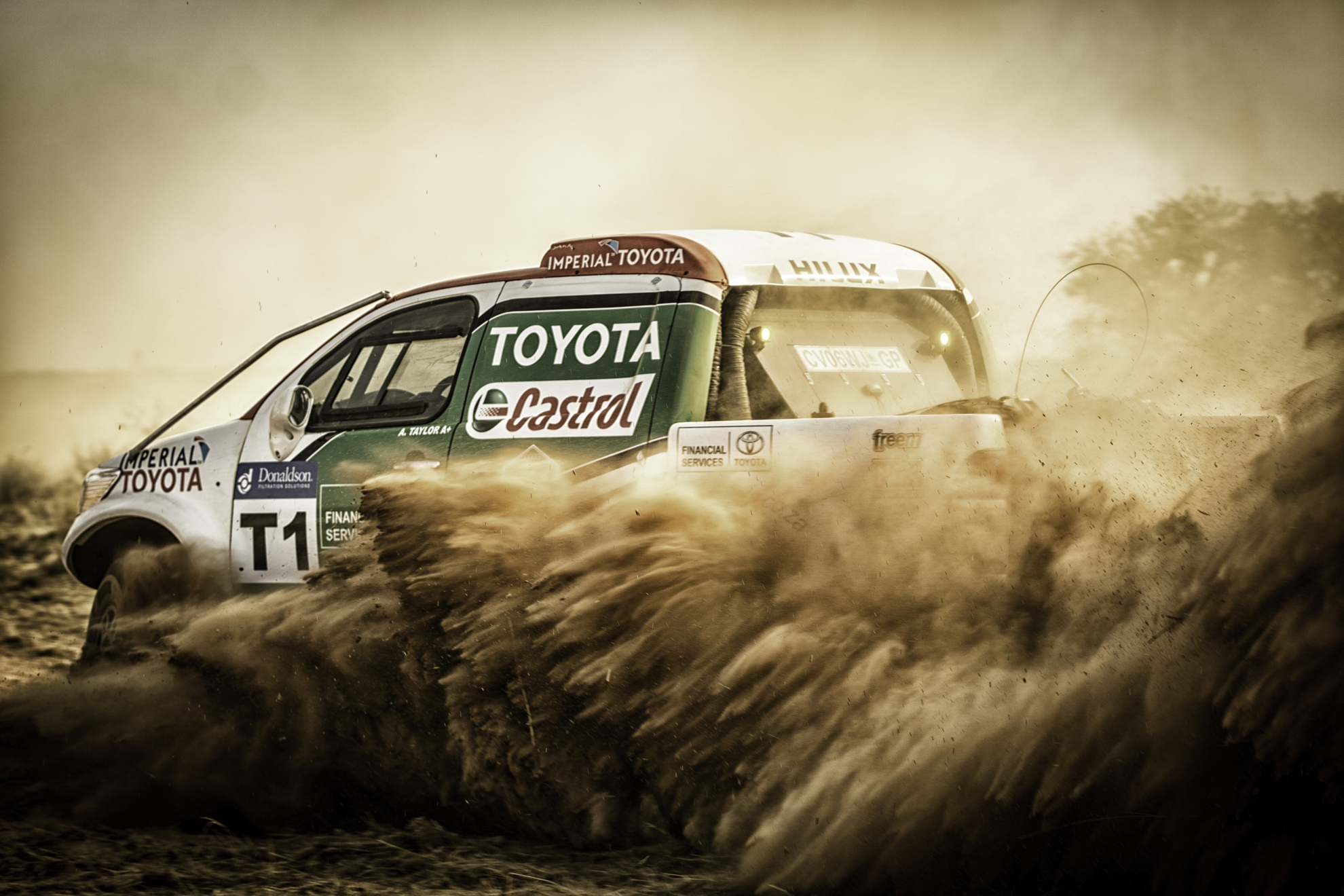 Toyota-Hilux-Racing