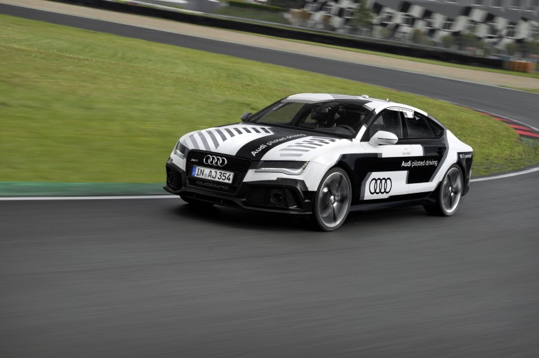 Audi-RS7-Driving