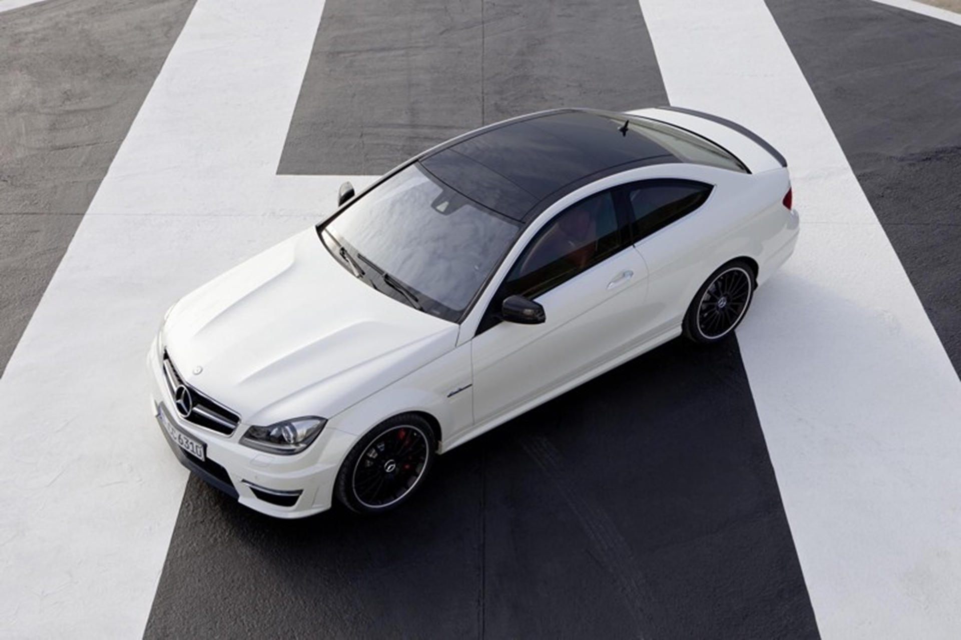 Mercedes-Benz-C63-AMG-coupe